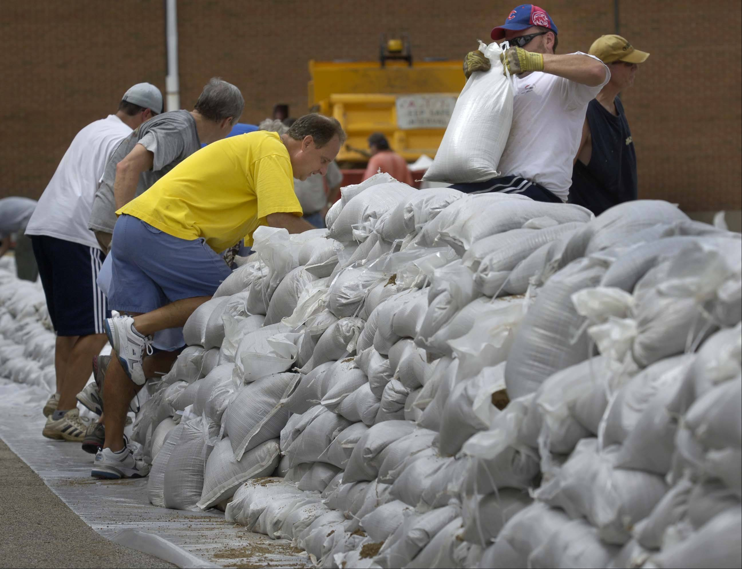 Volunteers place sandbags around Gurnee Grade School in 2007.
