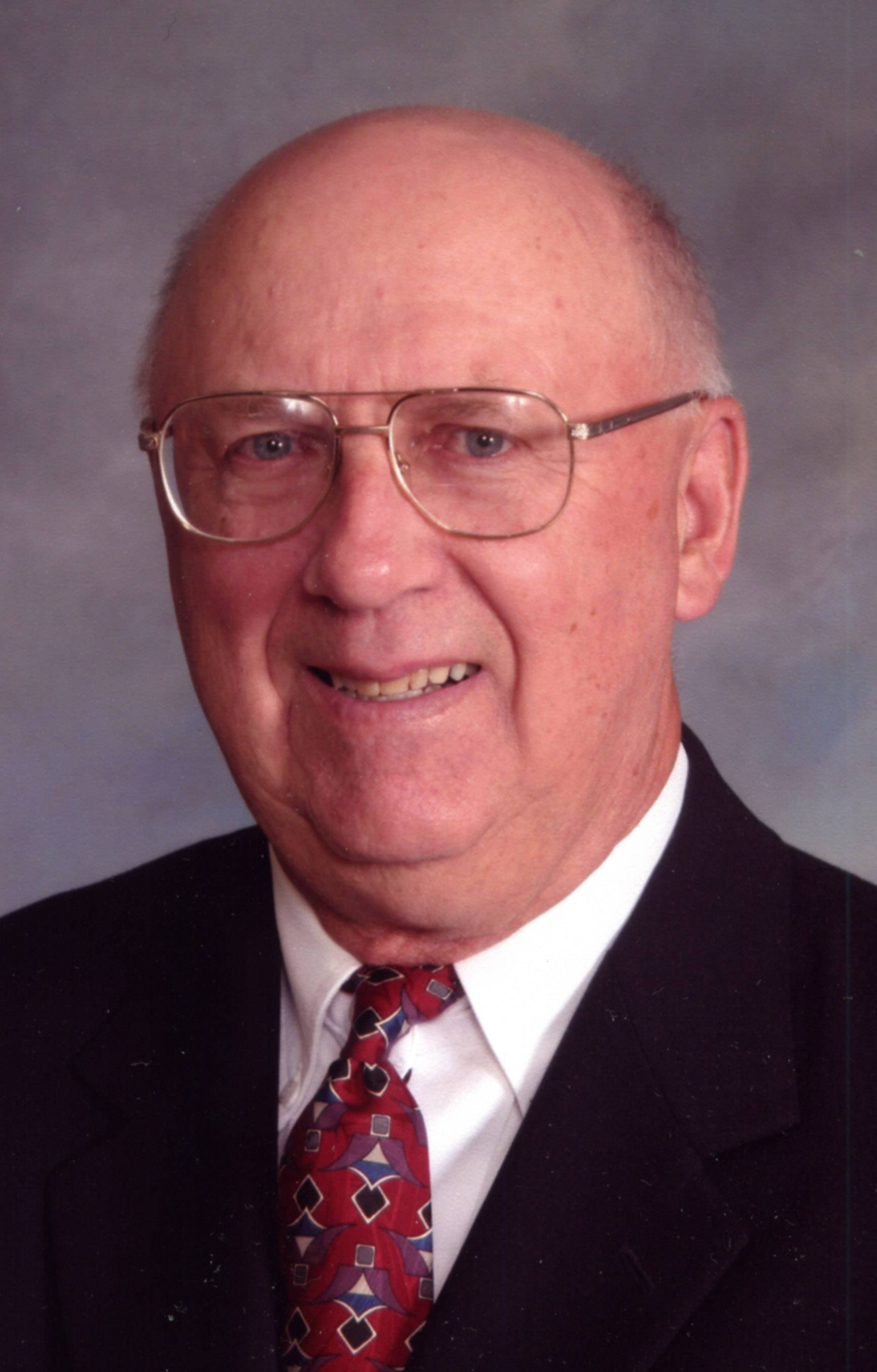 Lowell Cutsforth, running for Algonquin Township Board (4-year Terms)