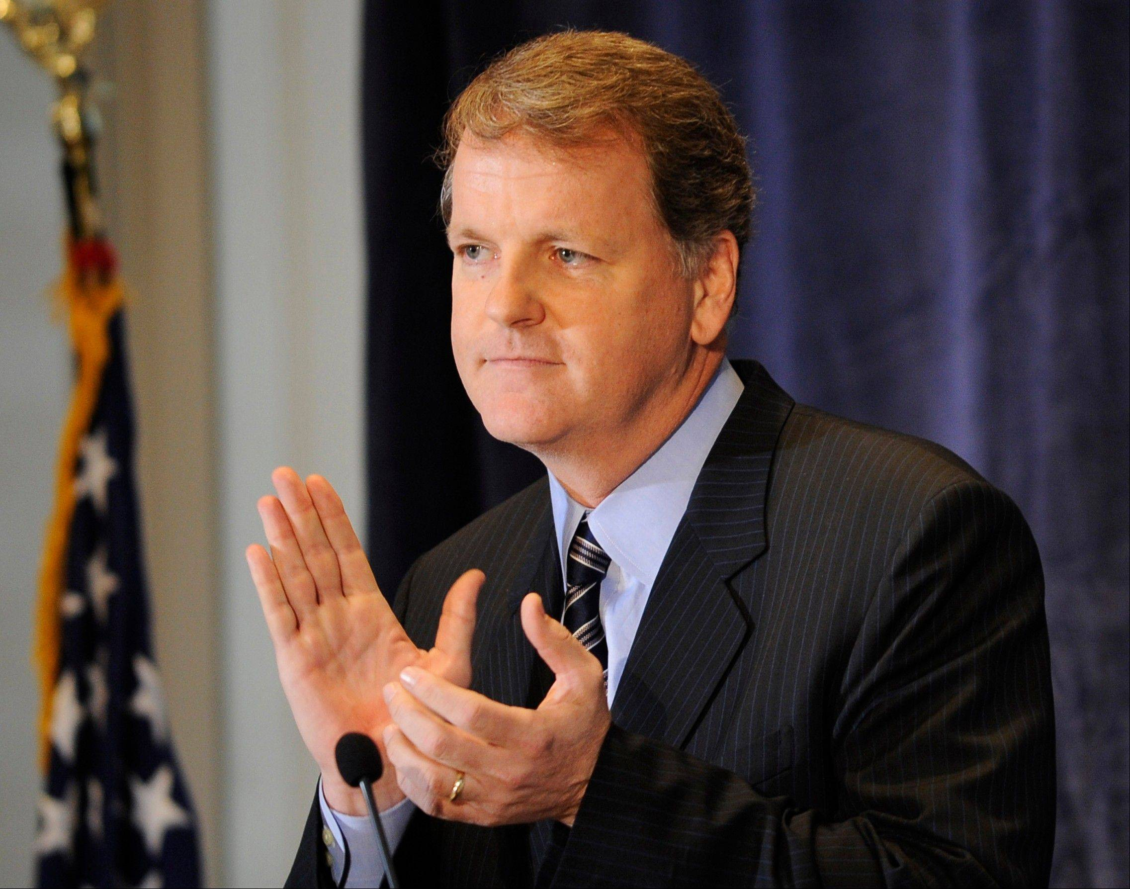 US Airways CEO and Chairman Doug Parker applauds the crew of flight 1549 in New York. Parker has no problem performing his own version of Gangnam Style before hundreds of employees. The CEO of US Airways even let a video of his dance get posted to YouTube. He�s tall, outspoken and a competitor. He�s also persistent. And that explains why he�s very close to being put in charge of the world�s largest airline, a product of the merger between American Airlines and US Airways.