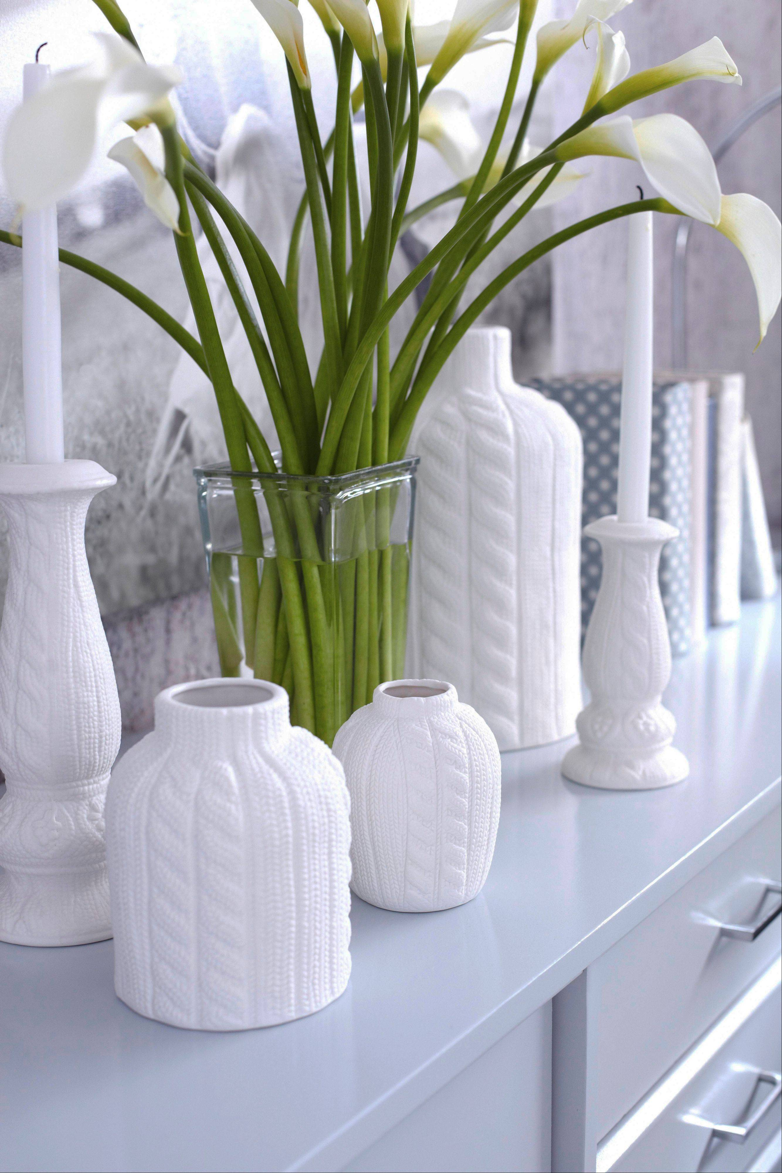 In addition to textiles, designer Brian Patrick Flynn likes to use cast ceramic accessories with a knit look and suggests using a plethora of knit elements for bringing touches of winter into a space.