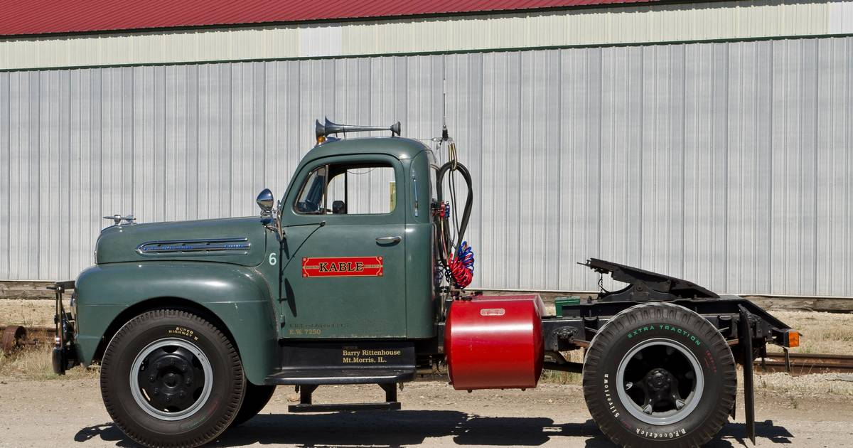Highway calls for 1951 Ford F-7 big rig