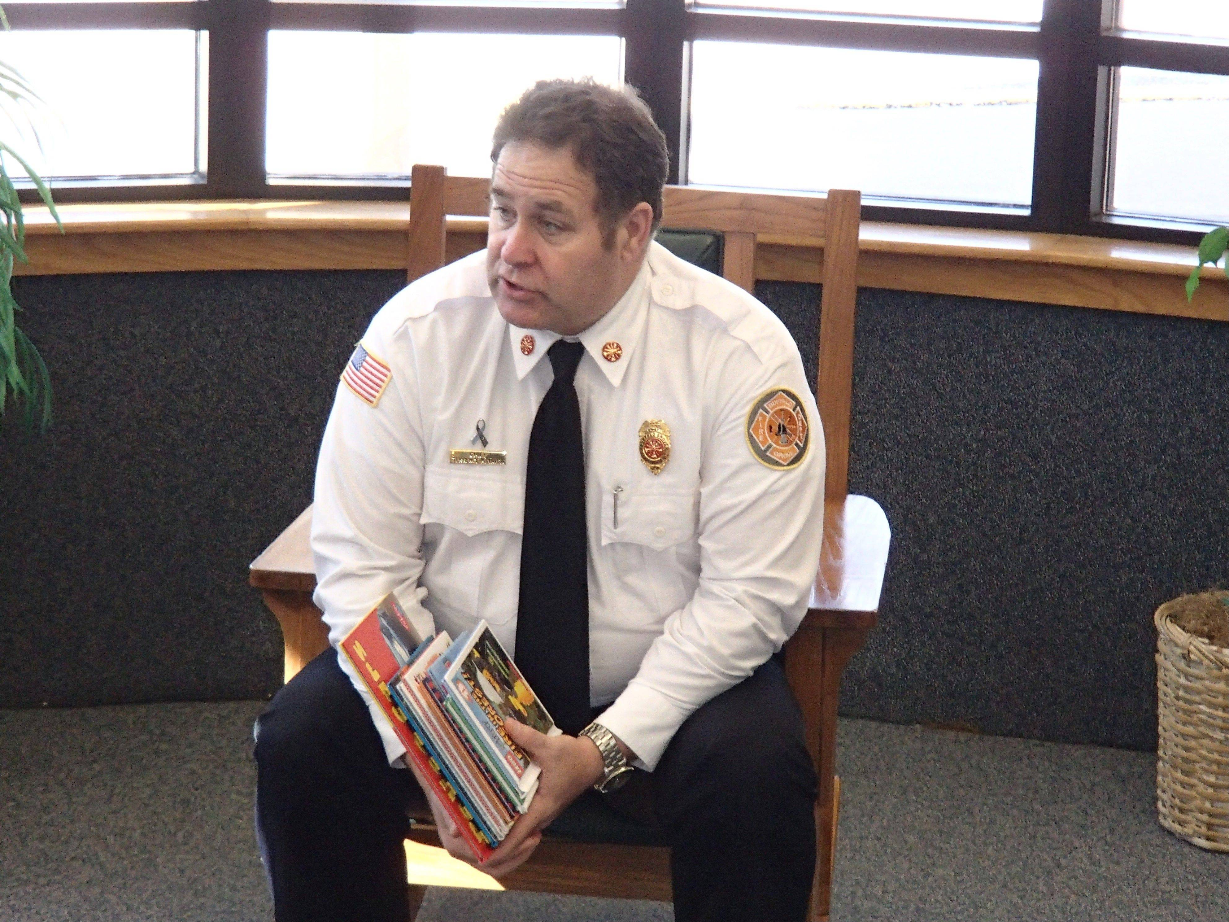 Buffalo Grove Fire Chief Terry Vavra reads a book to second graders at Joyce Kilmer Elementary School in Buffalo Grove. Money from a memorial fund established in honor of 2-year-old Grant Wonders, who died in a fire Jan. 27, 1994, was used to buy the book.