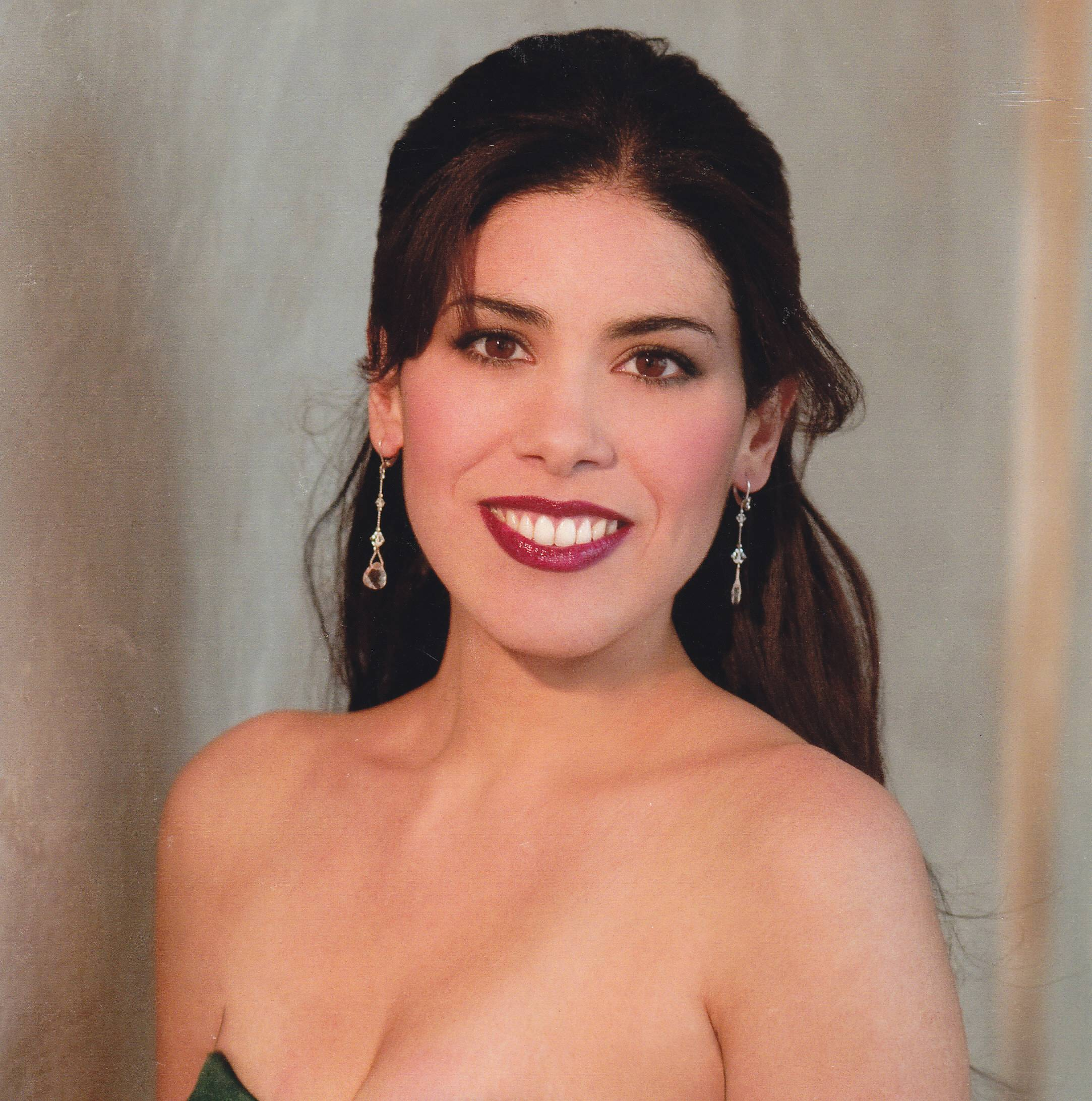 "Soprano Carelle Flores, of Batavia, will be a featured soloist in the St. Charles Singers' ""Regal Mozart"" concert, the latest installment of the acclaimed chamber choir's Mozart Journey series."