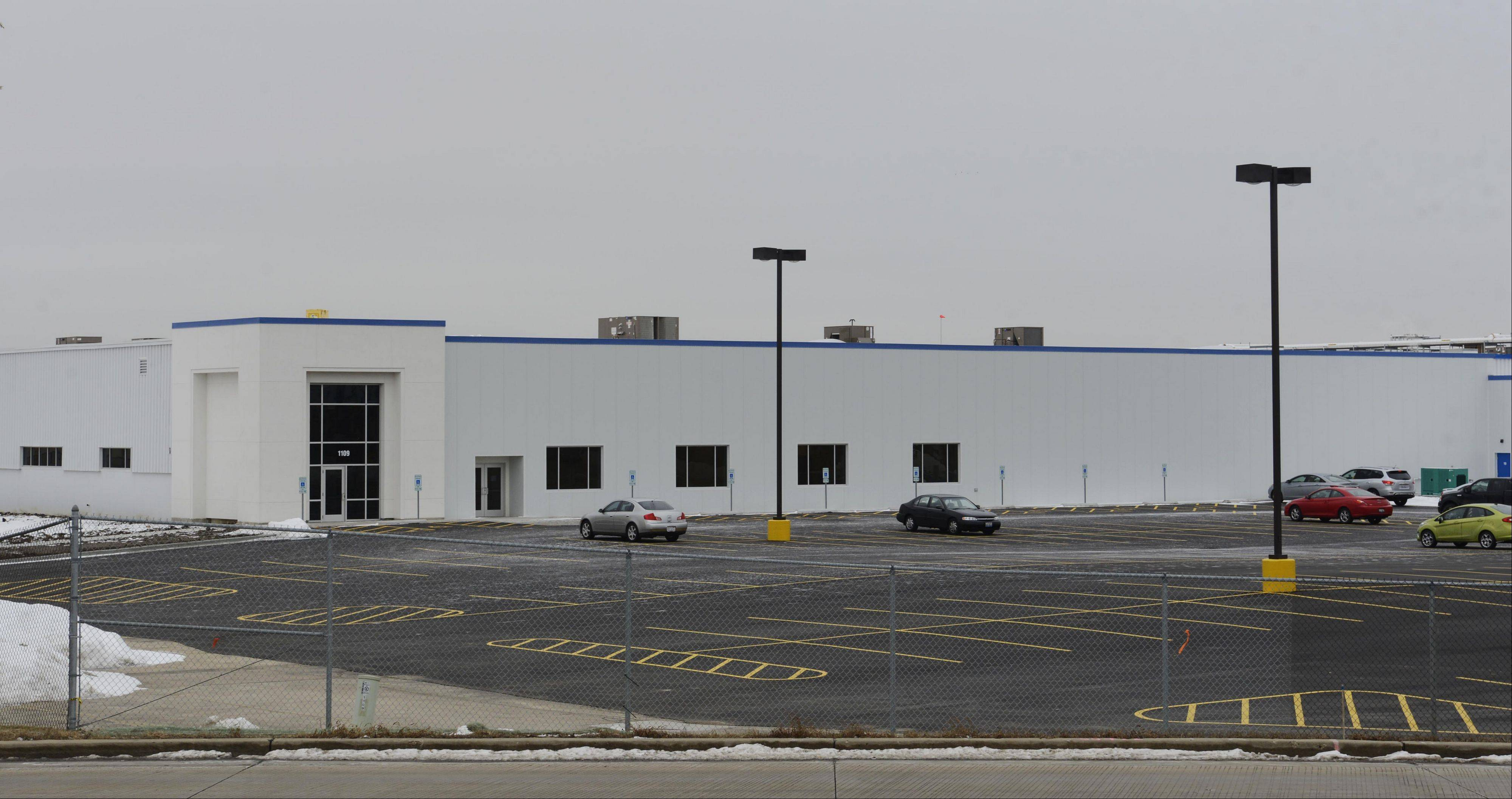 A new Chiquita Brands/Fresh Express plant is about to open on the refurbished former site of Duraco Products in Streamwood.