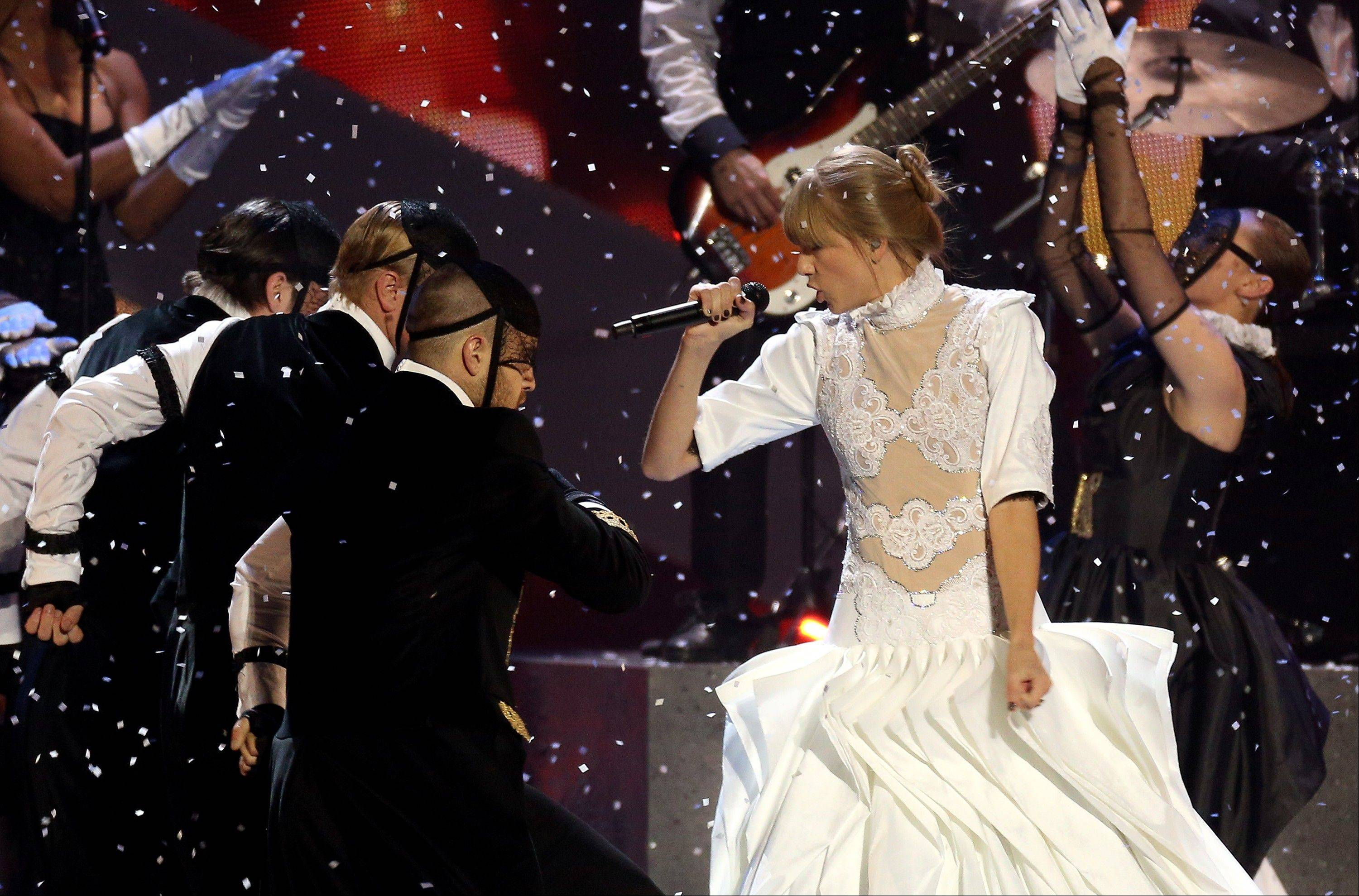 Taylor Swift wowed the BRIT Awards 2013 crowd Wednesday.