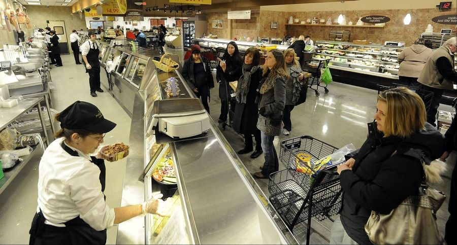 What's offered behind all the counters at suburban grocery stores, like the deli counter at this Mariano's in Palatine, is separating some of the stores from the others. Suburban customers like prepared foods -- if they're fresh and healthy.