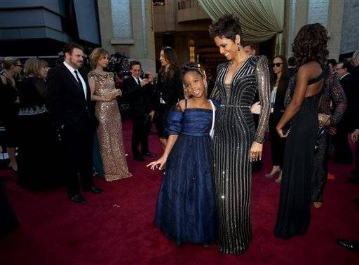 Actresses Quvenzhane Wallis, left, and Halle Berry grab a moment together as they greet the press.