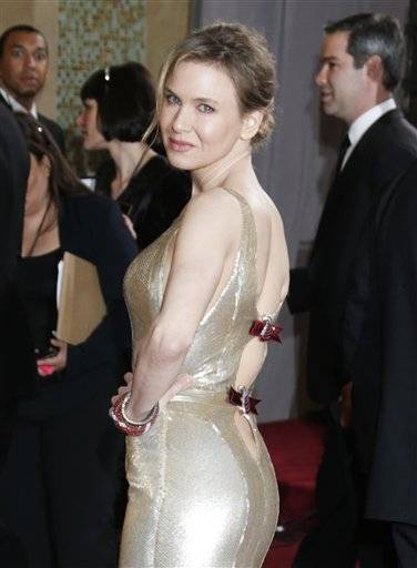 Renee Zellweger goes for Hollywood glam on Oscar night.
