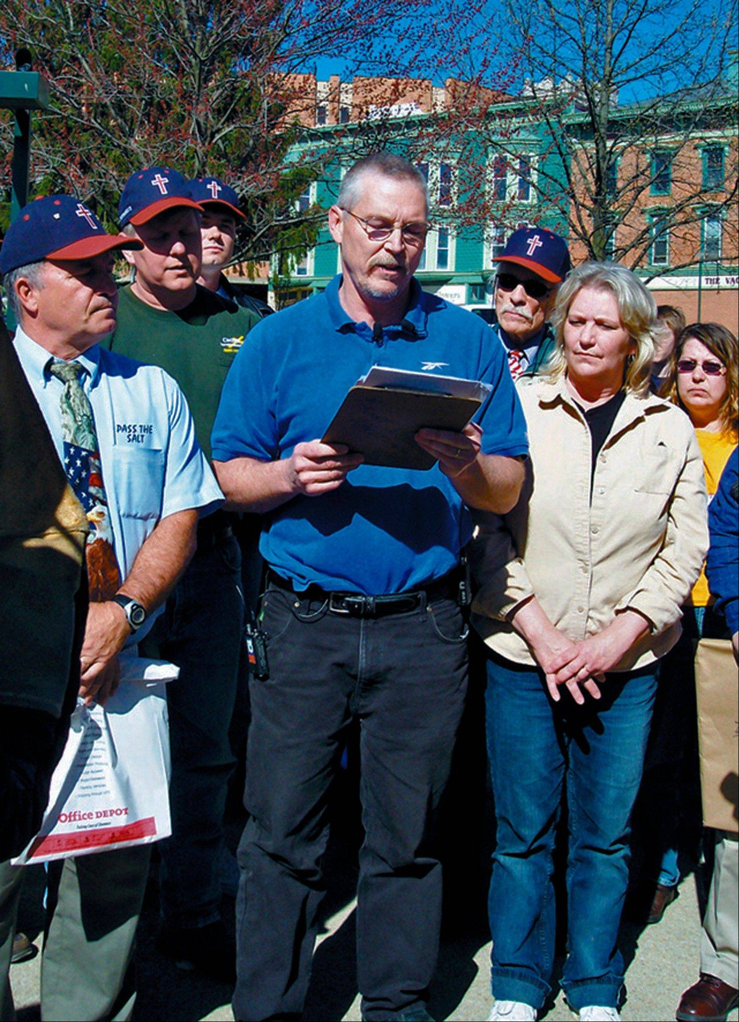 Associated Press/April 16, 2008 John Freshwater, center, addresses a crowd on Mount Vernon�s public square in Mount Vernon, Ohio.