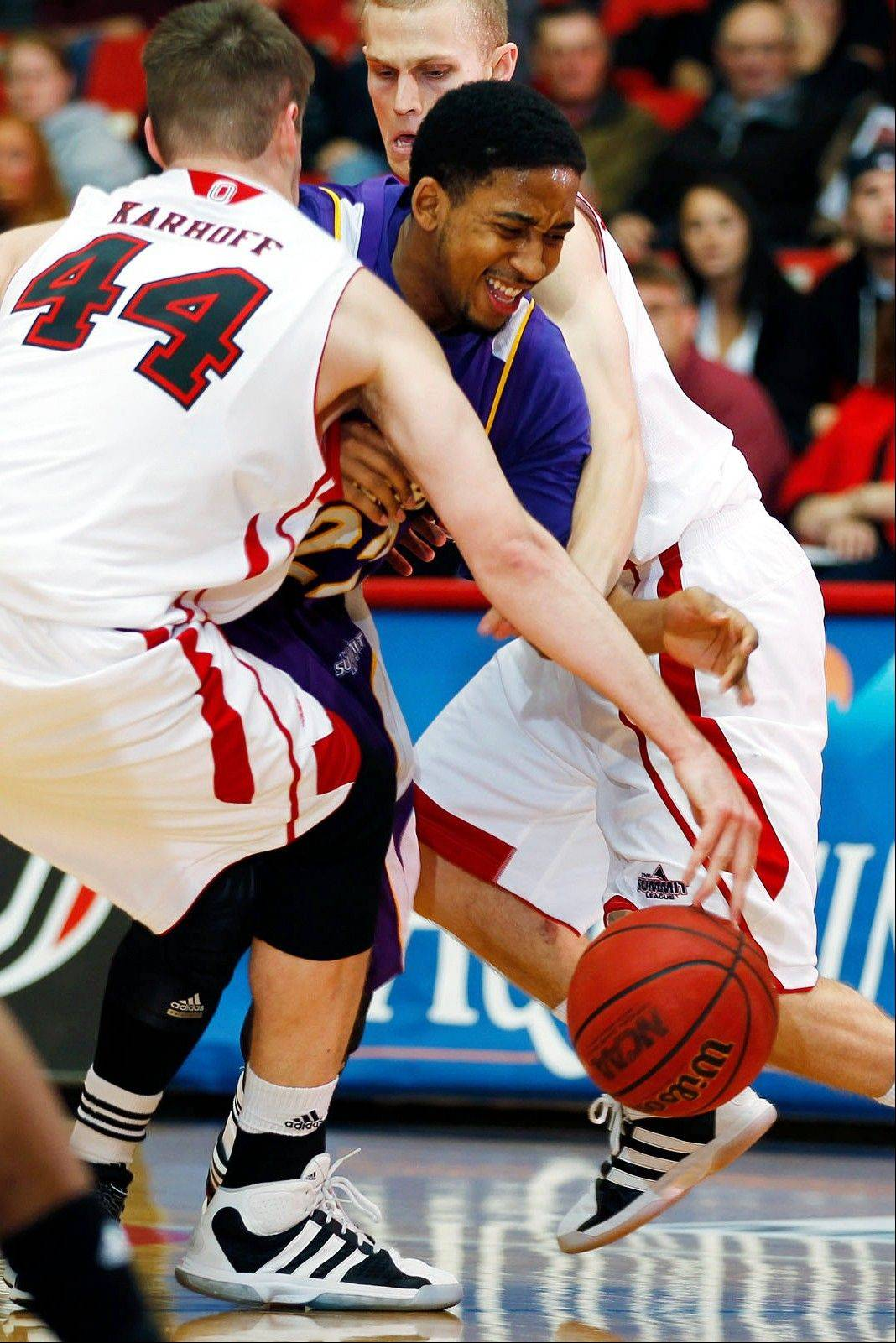 Western Illinois� Ceola Clark tries to split a double team last season in a game at Nebraska-Omaha.