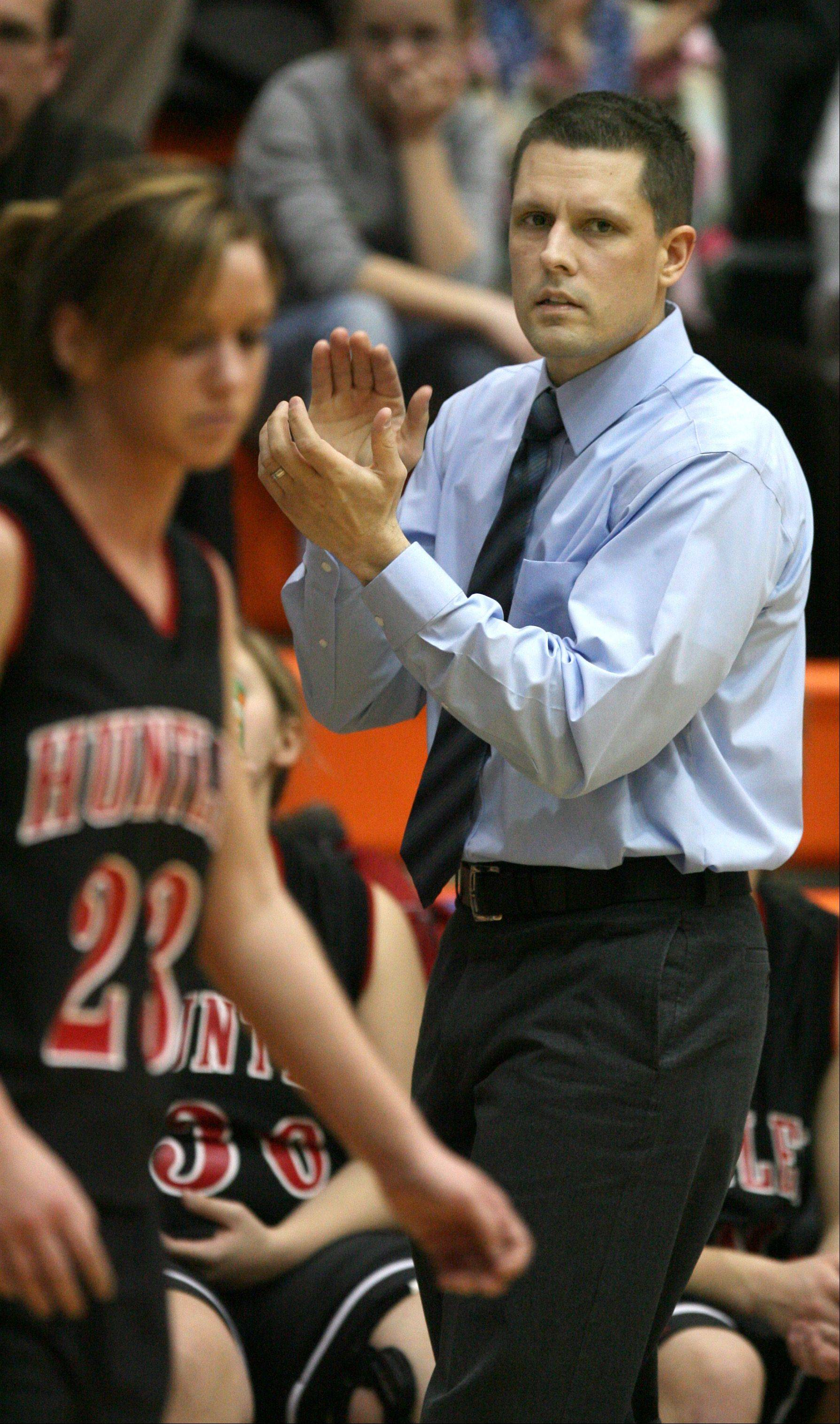 DANIEL WHITE/dwhite@dailyherald.com Huntley coach Steve Raethz encourages his players against Hoffman Estates during the 2007 season.
