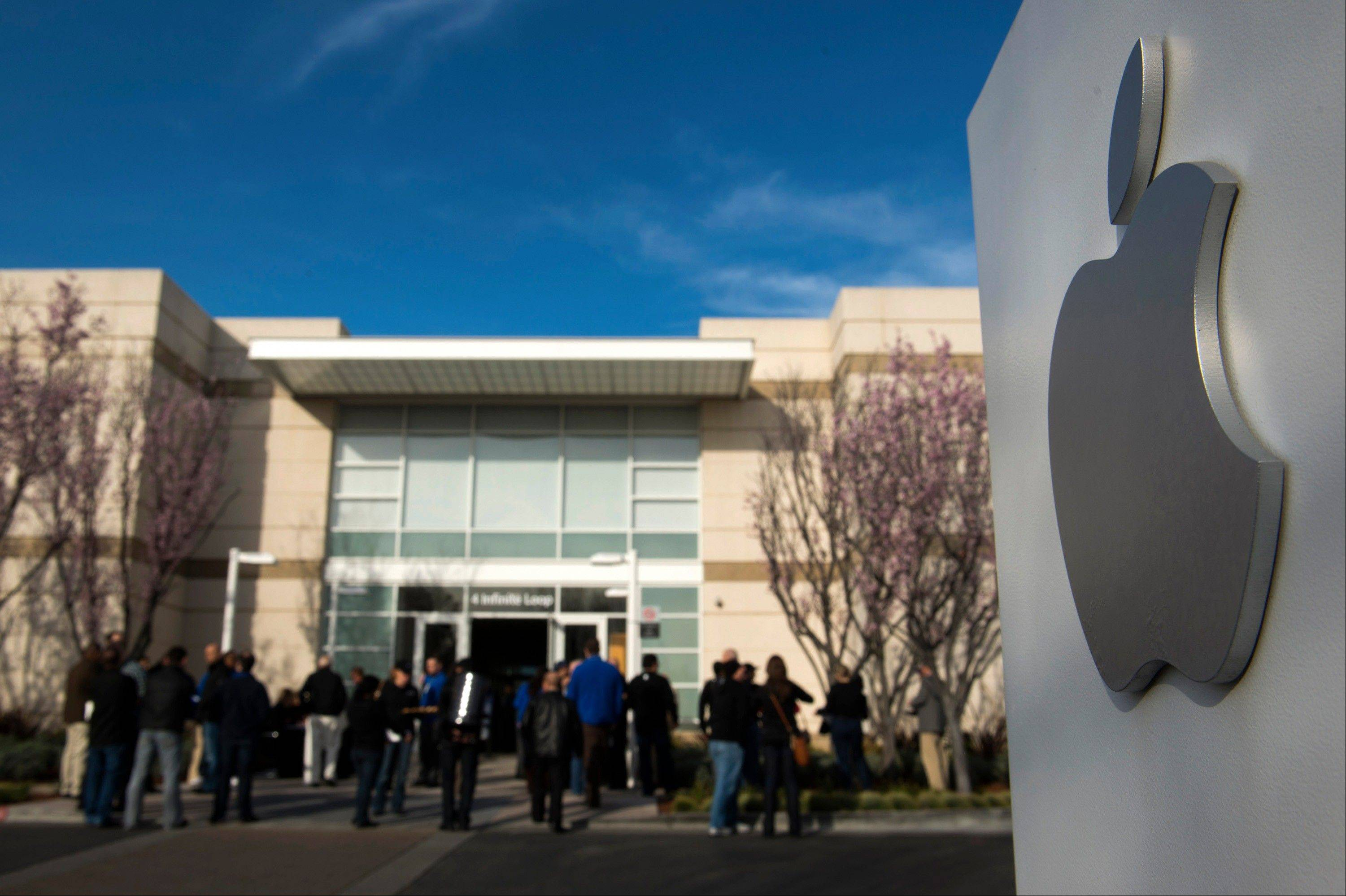 Attendees arrive at the Apple Inc. shareholders meeting Wednesday at the company�s headquarters in Cupertino, Calif.
