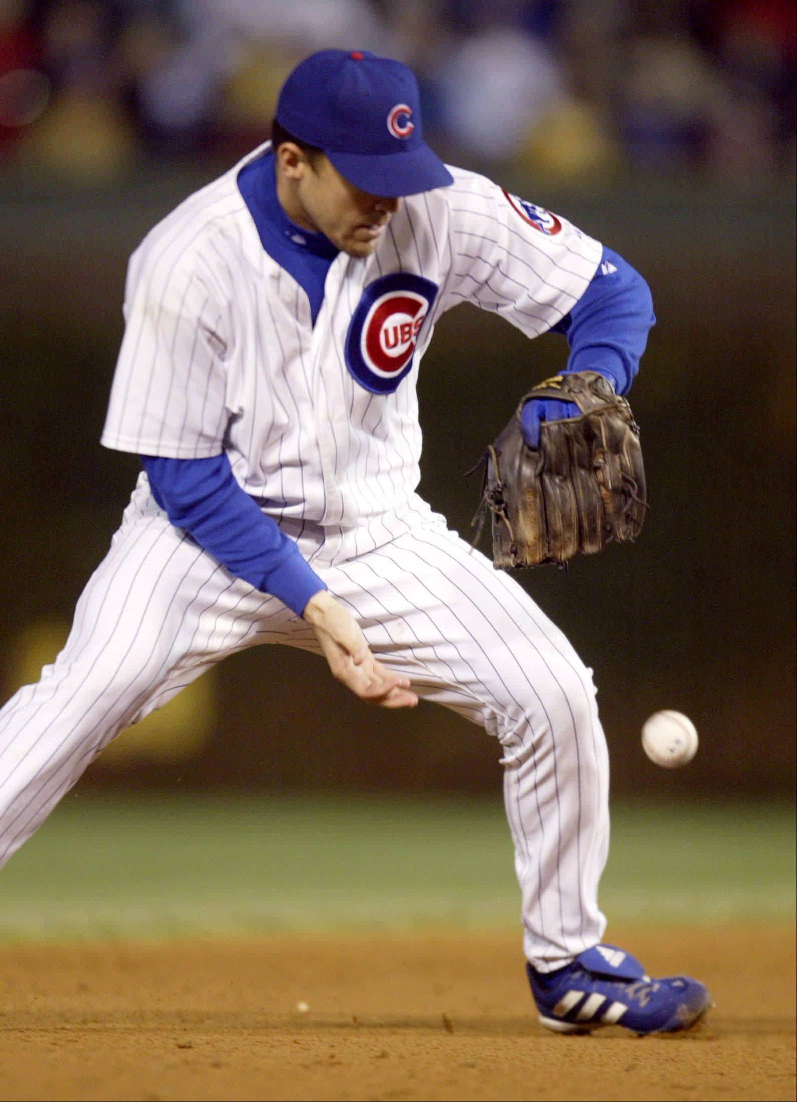 Alex Gonzalez bobbles a sure double-play ball in the eighth inning of Game 6 of the 2003 NLCS.