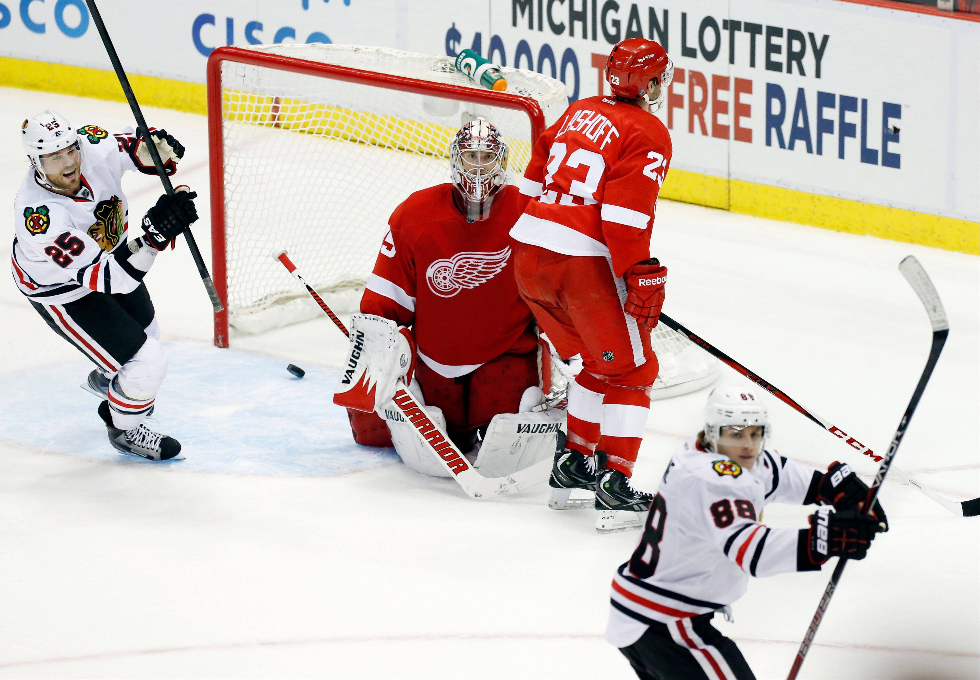 Blackhawks right wing Viktor Stalberg (25) celebrates a goal by teammate Patrick Kane (88) Sunday against Detroit Red Wings goalie Jimmy Howard, center, and defenseman Brian Lashoff.