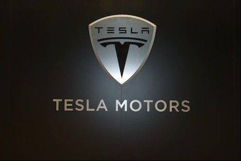 Tesla Motors Inc., the maker of electric vehicles led by billionaire Elon Musk, said it's delaying the company's annual report after finding an error related to accounting for capital expenditures.