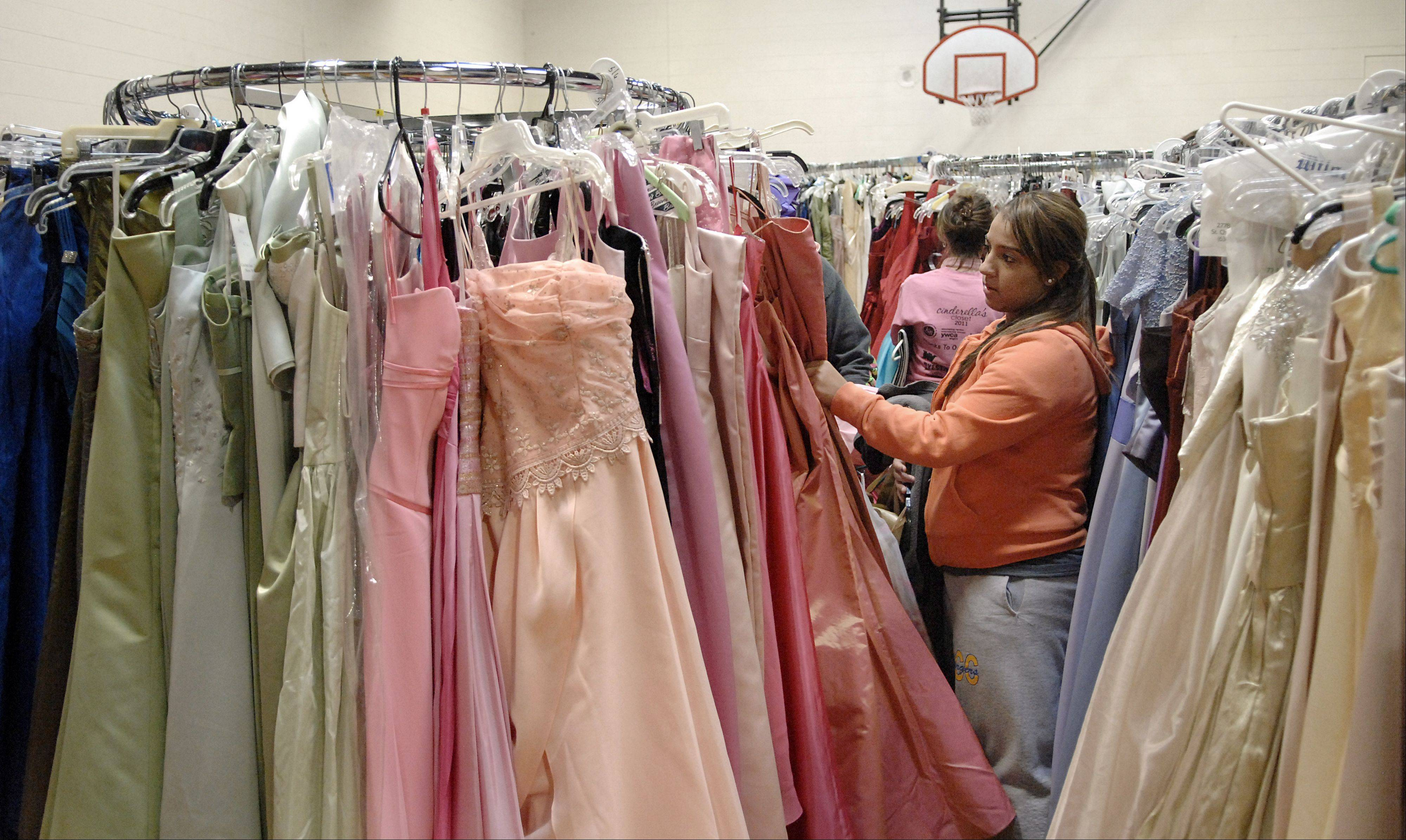 The Junior League of Kane and DuPage Counties sponsors or works with other groups on a variety of projects to meet needs in area communities, including creating the Cinderella's Closet program that helps girls who otherwise couldn't afford to attend prom.