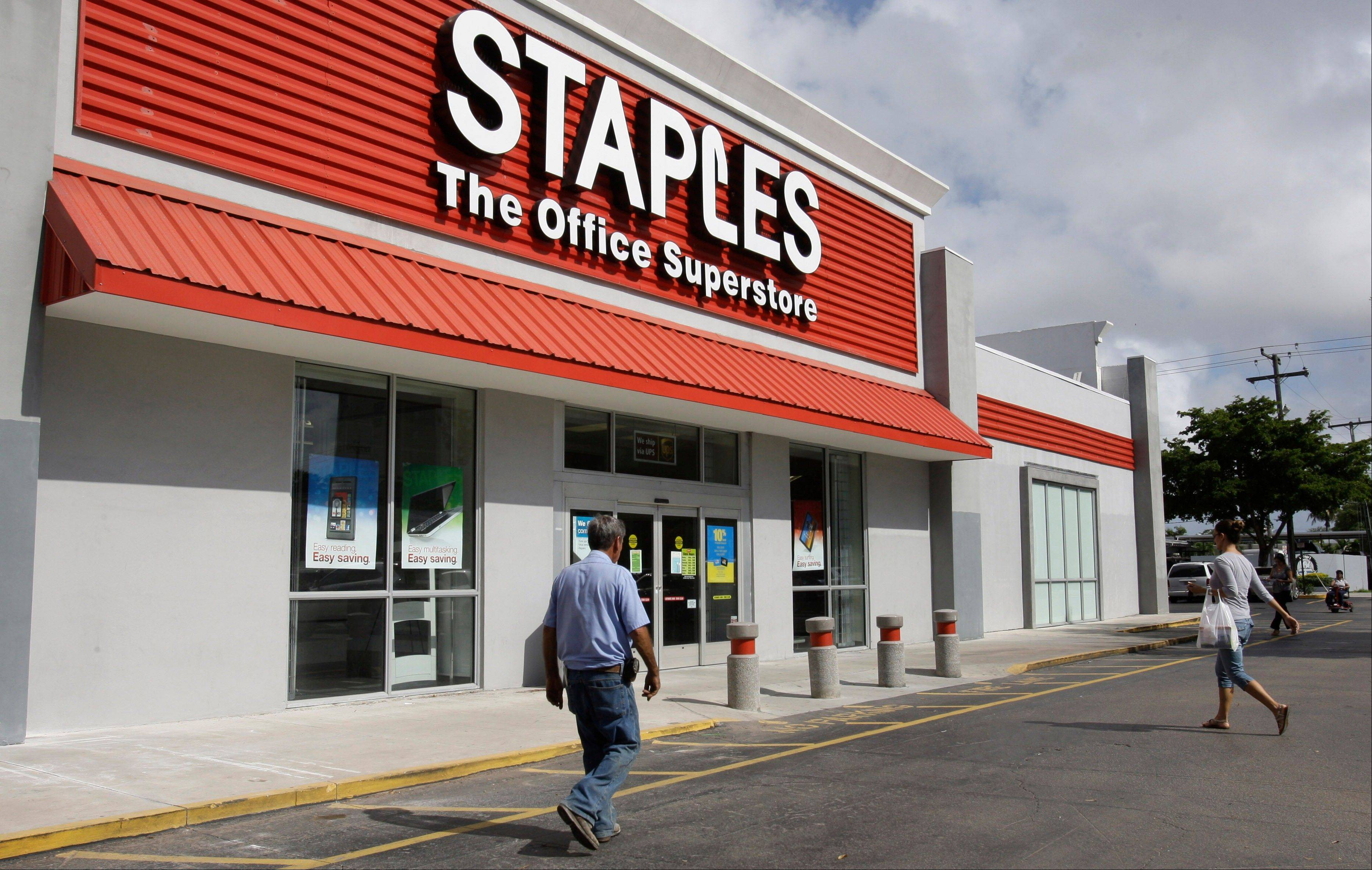 Staples� fiscal fourth-quarter net income dropped 72 percent, dragged down by charges related to store closings and other matters. Its adjusted results topped Wall Street�s view, but its forecast for this year was below analysts� estimates.