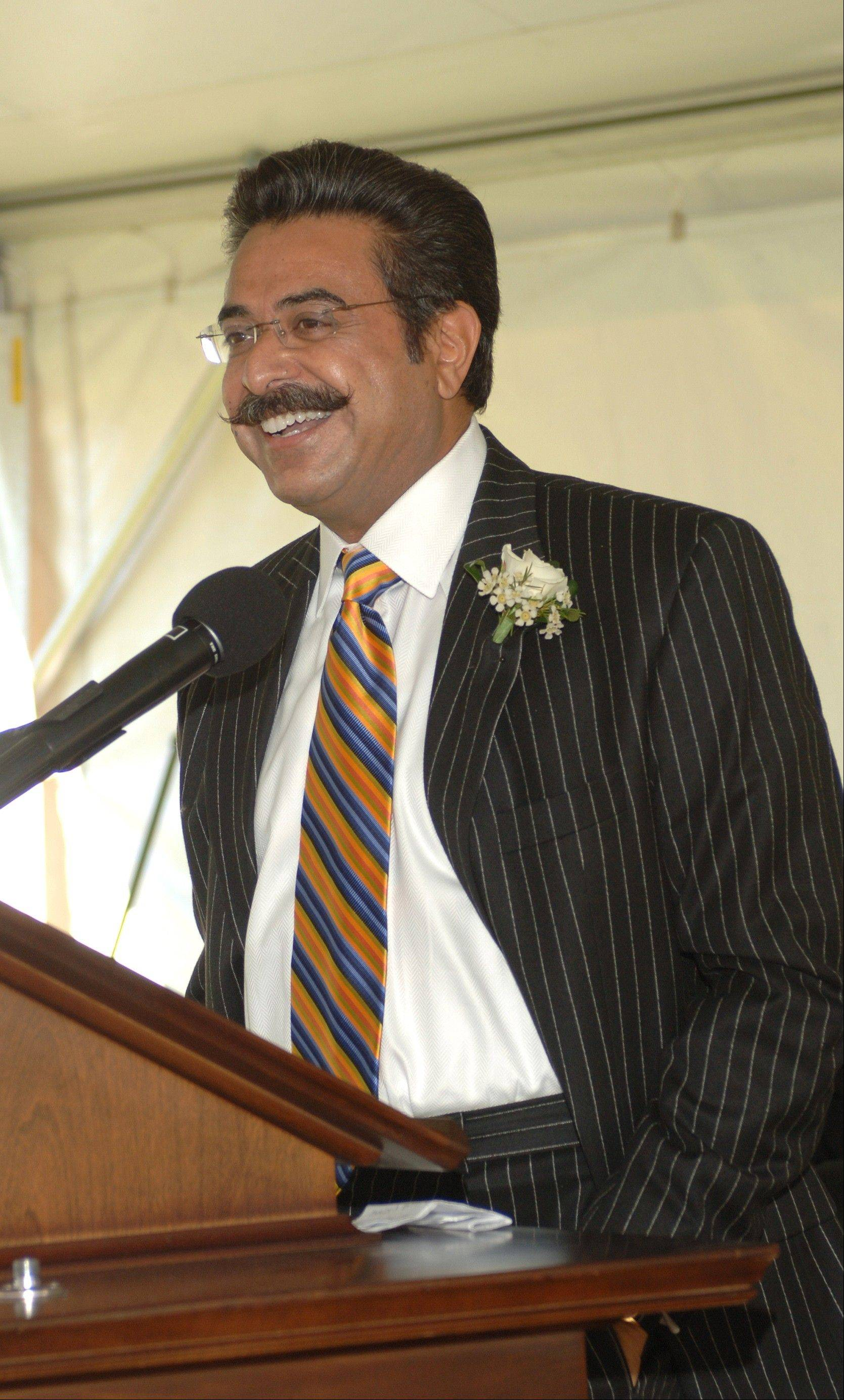 Shahid Khan, owner of the Jacksonville Jaguars, has been a major donor to the University of Illinois. He'll speak at commencement on May 12.