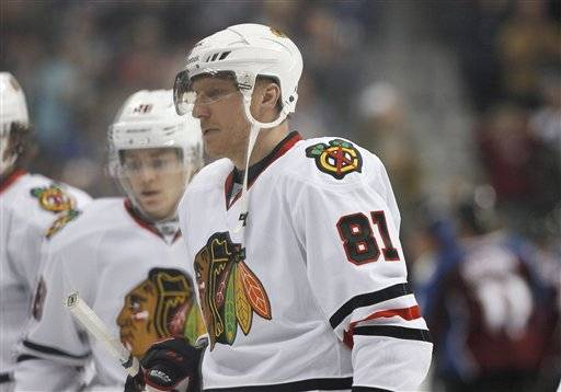 A dispirited Marian Hossa walks off the ice after the Blackhawks were spanked 6-2 by the Colorado Avalanche Friday night.