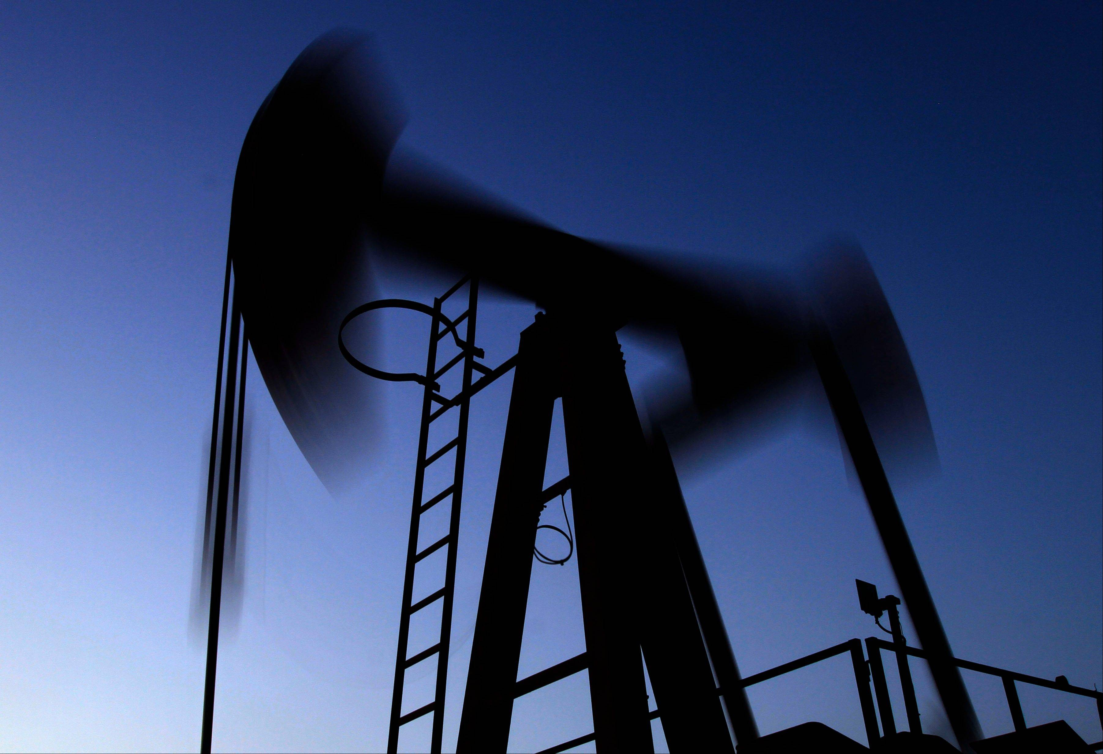 The price of oil fell Monday after a stronger jobs growth in the U.S. sparked speculation of an earlier end to the Federal Reserve�s loose monetary policy.
