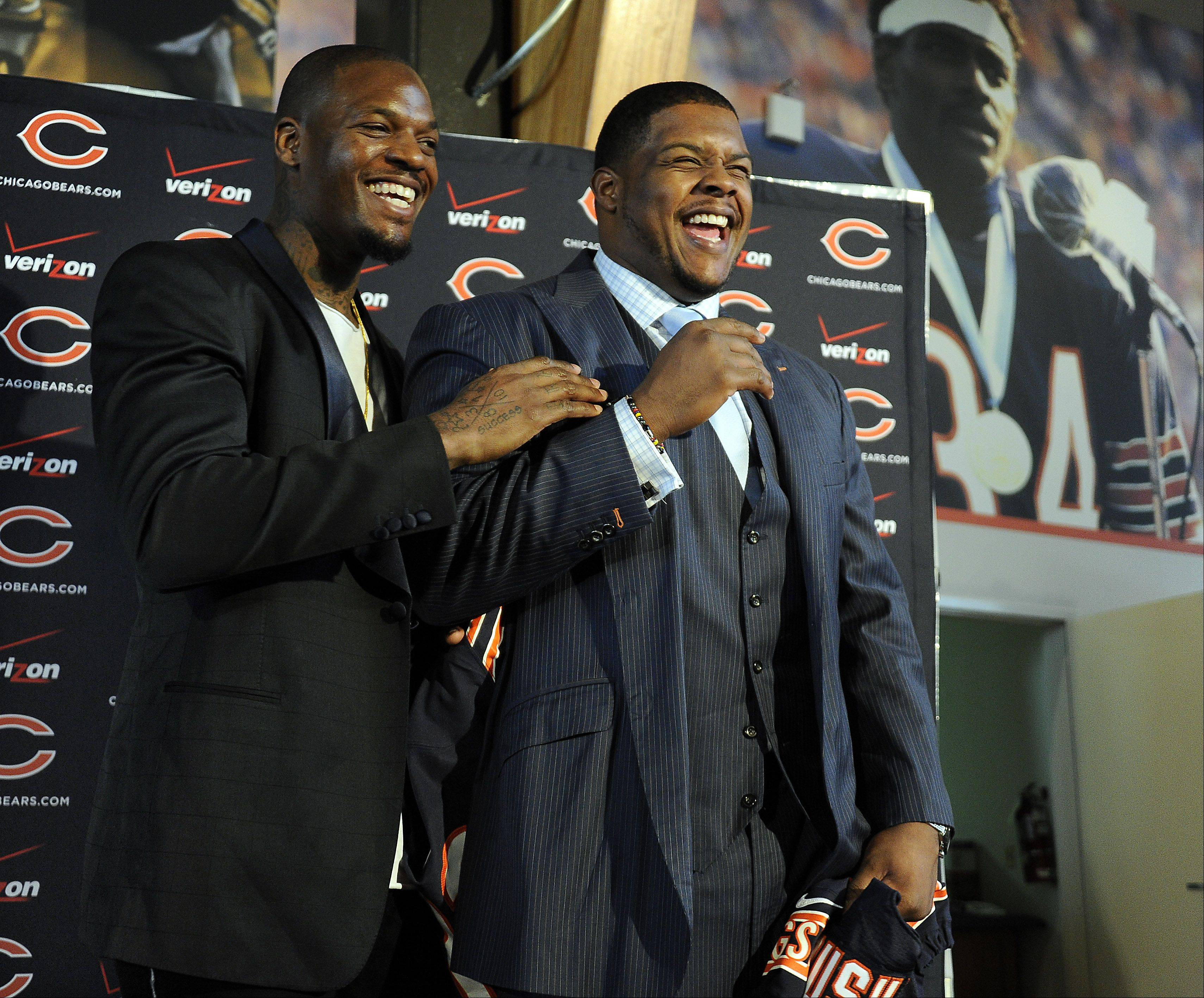 Under the watchful eye of Bear's great Walter Payton, tight end Martellus Bennett (left) and offensive tackle Jermon Bushrod are introduced at the Walter Payton Center in Lake Forest on Wednesday.