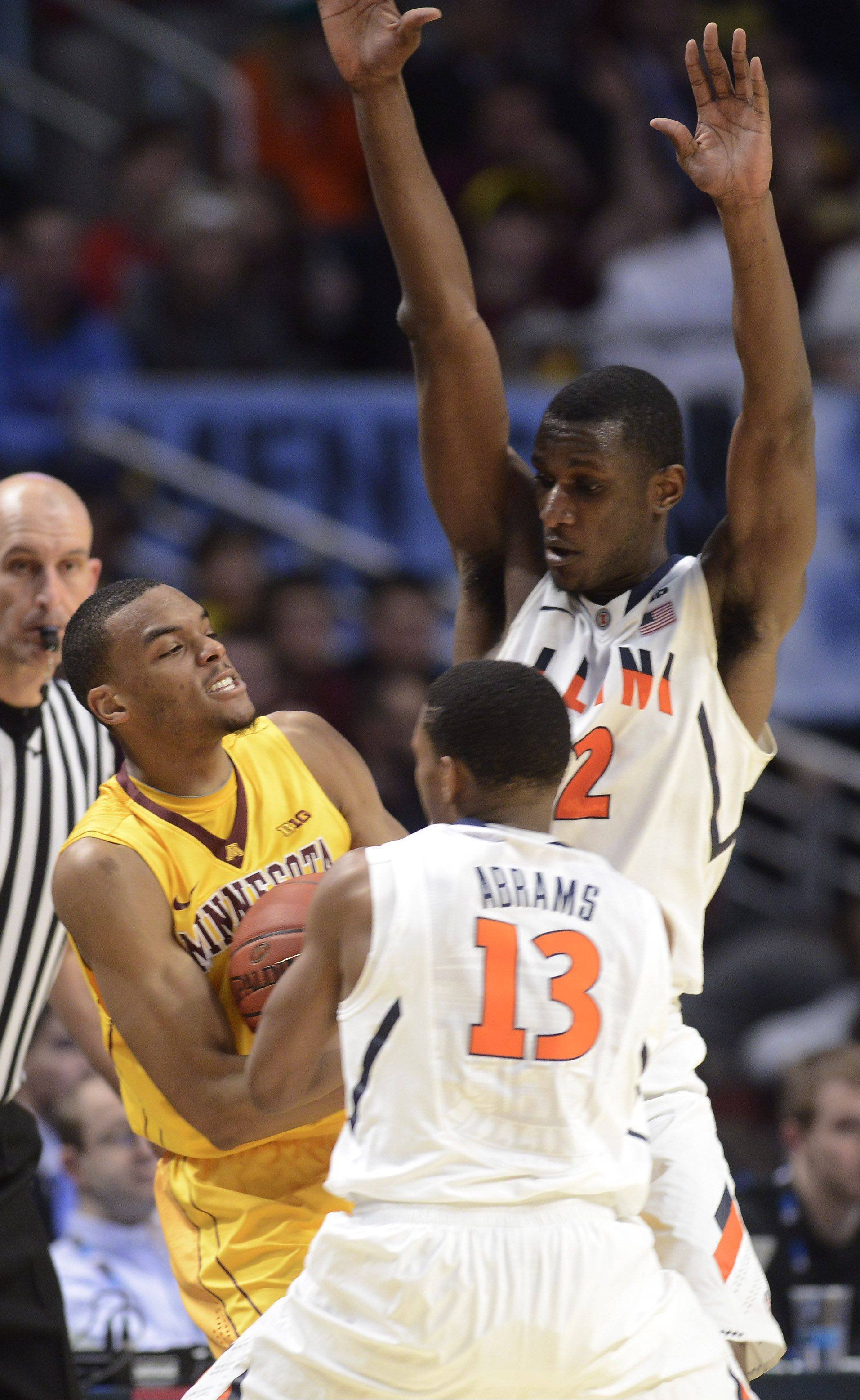 Illinois' Tracy Abrams, front, and Nnanna Egwu try to force a turnover by Minnesota's Andre Hollins.