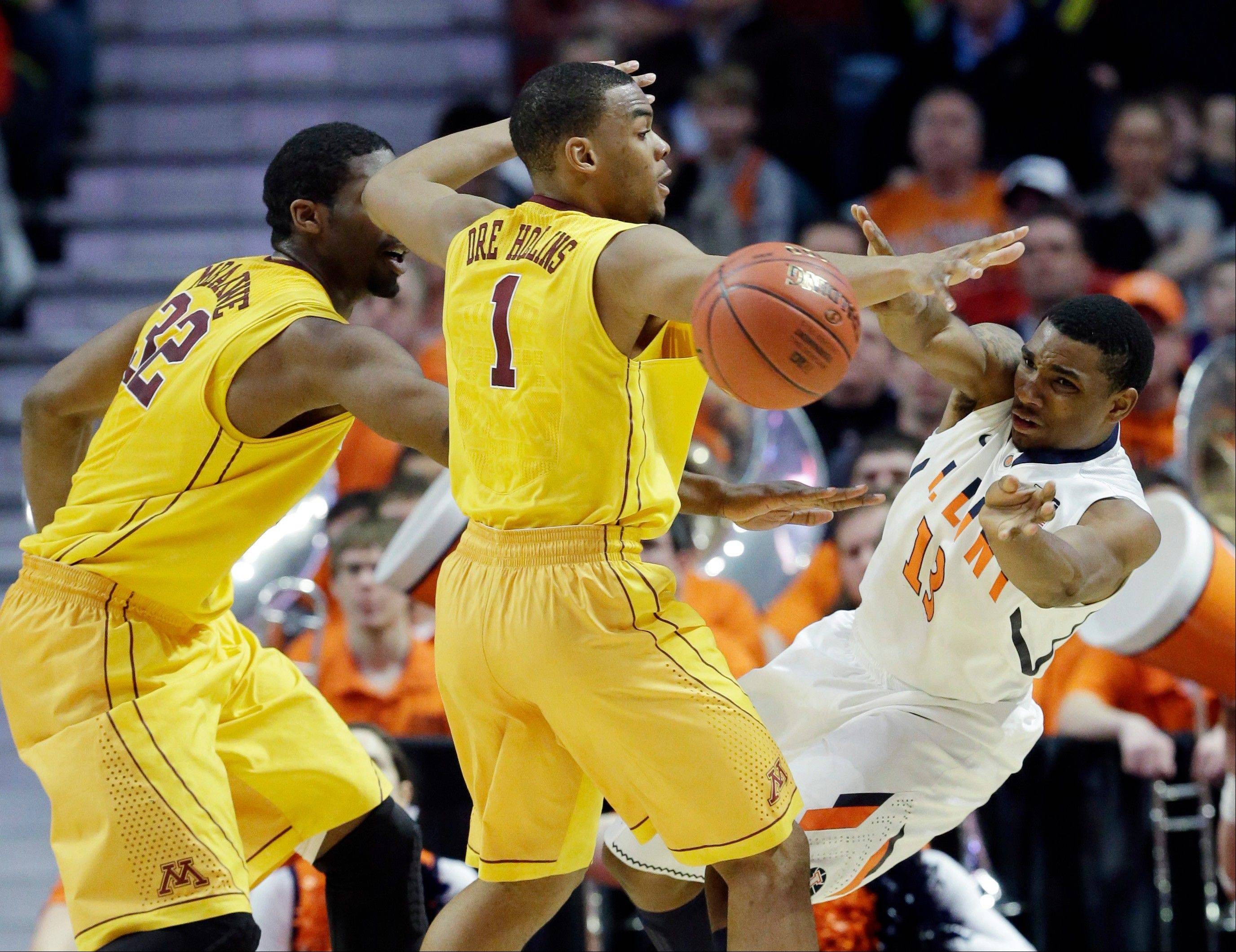Illinois' Tracy Abrams passes around Minnesota's Andre Hollins (1) and Trevor Mbakwe (32) during the second half.