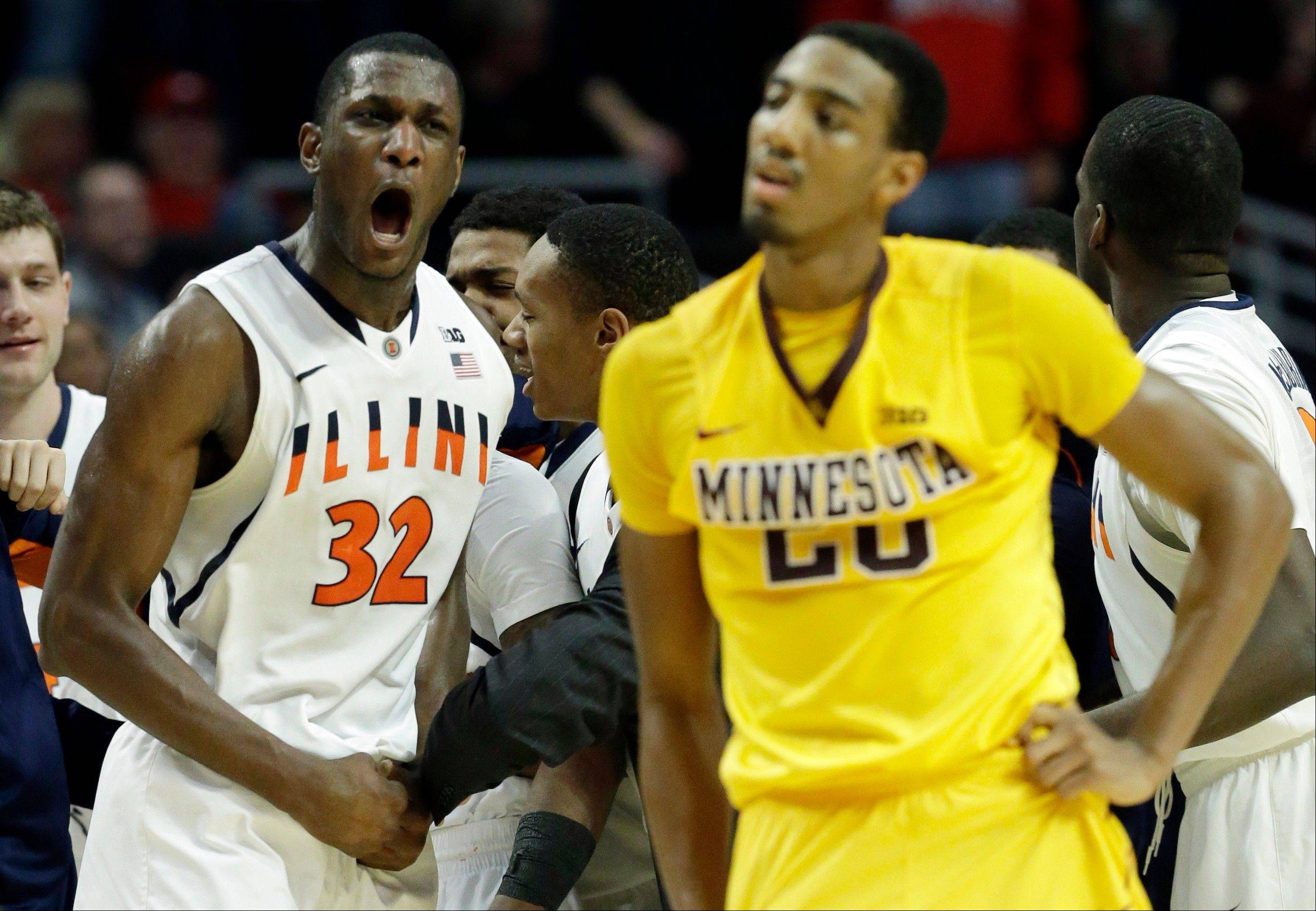 Illinois' Nnanna Egwu reacts in front of Minnesota's Austin Hollins after the second half.