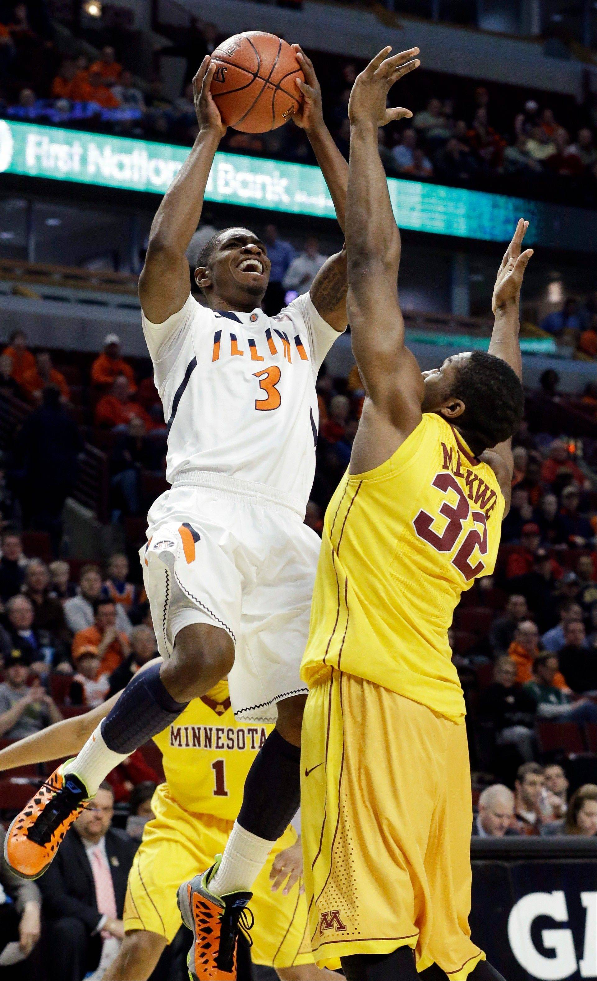 Illinois' Brandon Paul (3) shoots over Minnesota's Trevor Mbakwe (32) during the first half.
