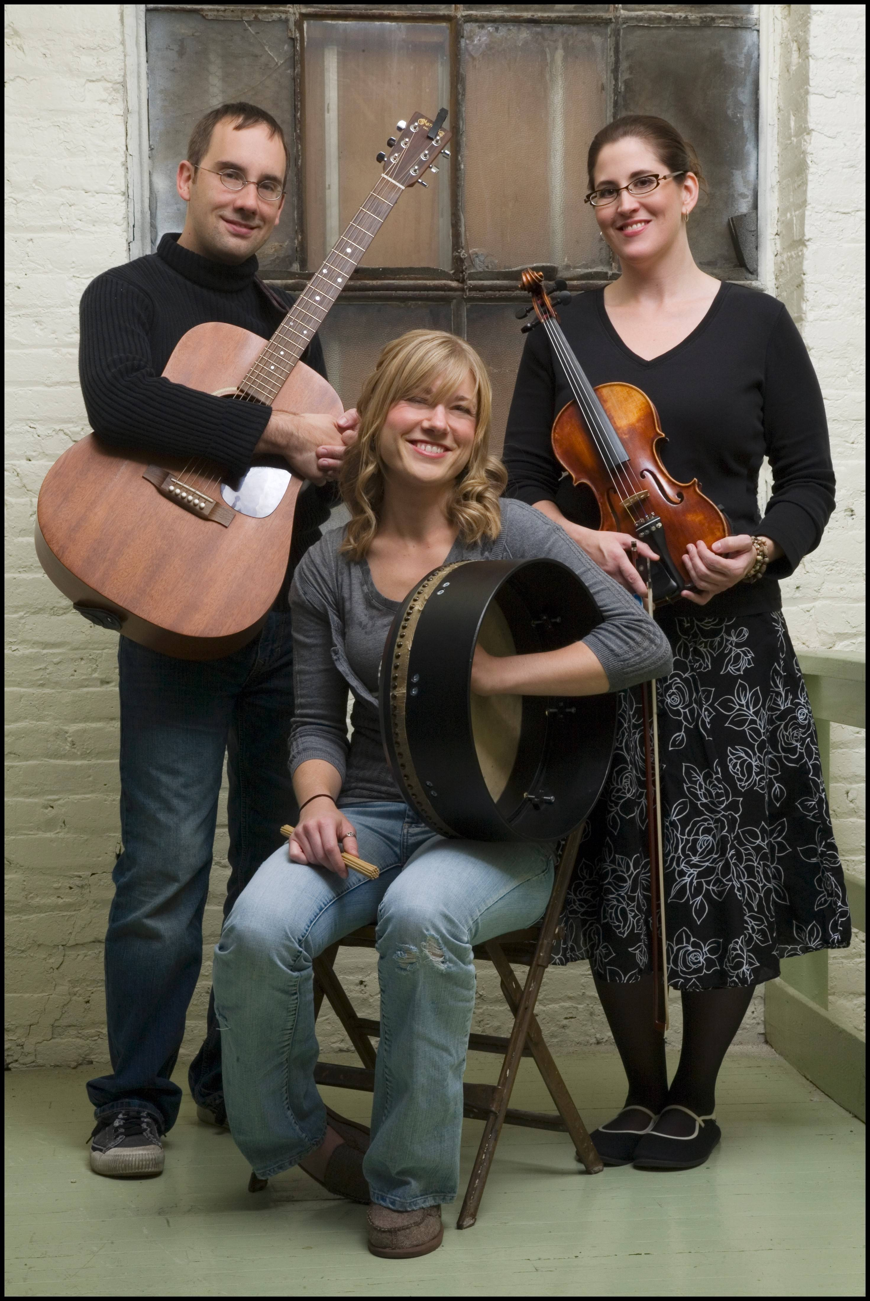 Áthas plays Raue Center for the Arts in Crystal Lake Saturday.