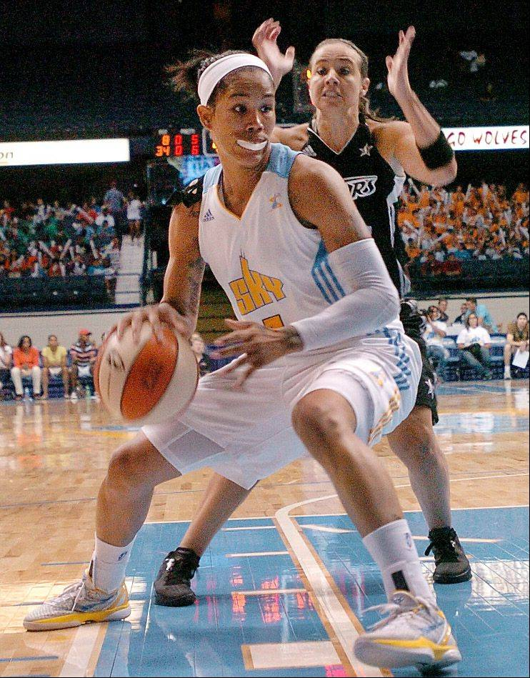 Sky forward Tamera Young, front, has agreed to a multiyear deal to stay in Chicago with the WNBA club.
