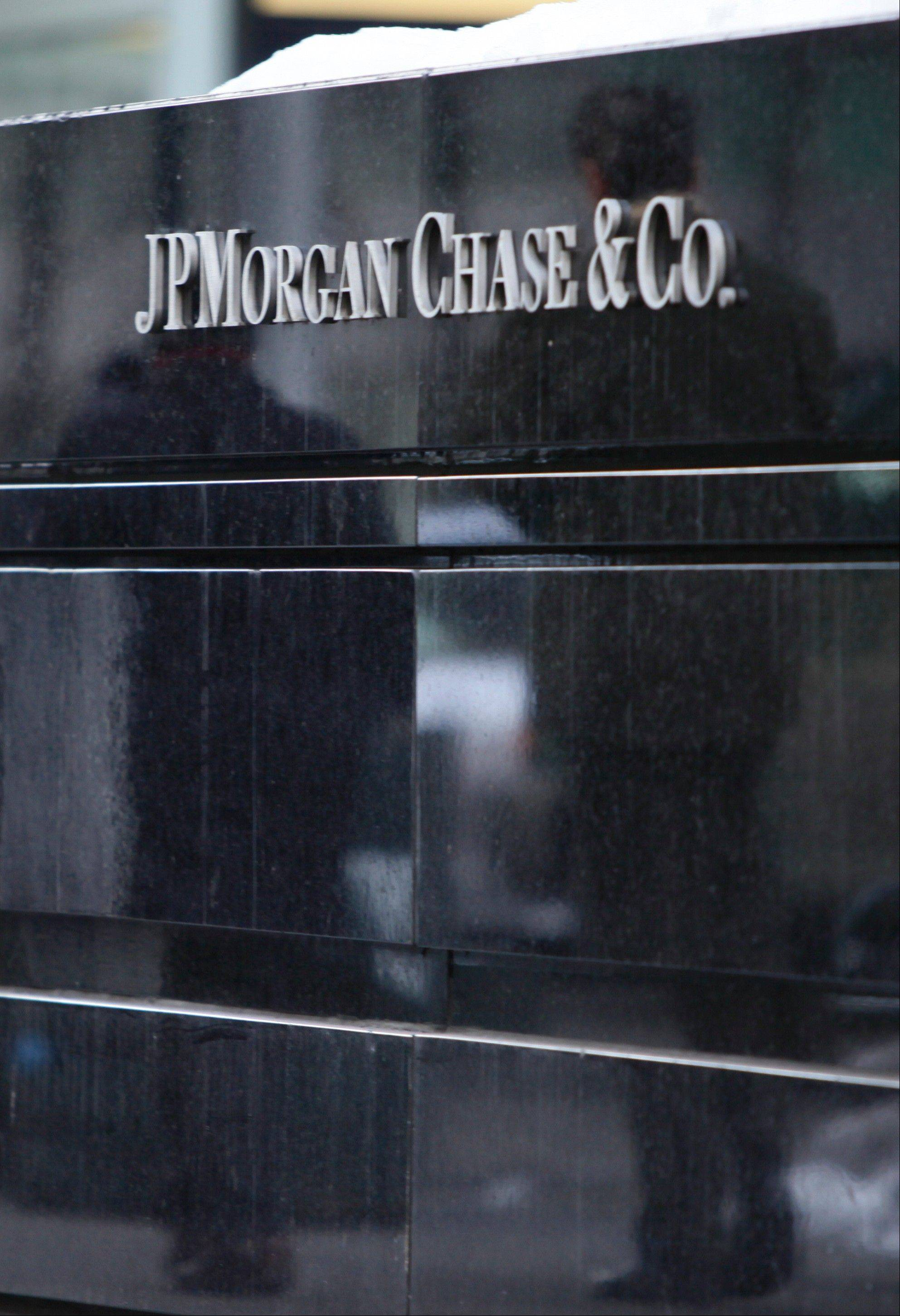 JPMorgan Chase has agreed to a deal that will return $546 million to former customers of trading firm MF Global Holdings Ltd., which collapsed in 2011 with $1.6 billion missing from its accounts.
