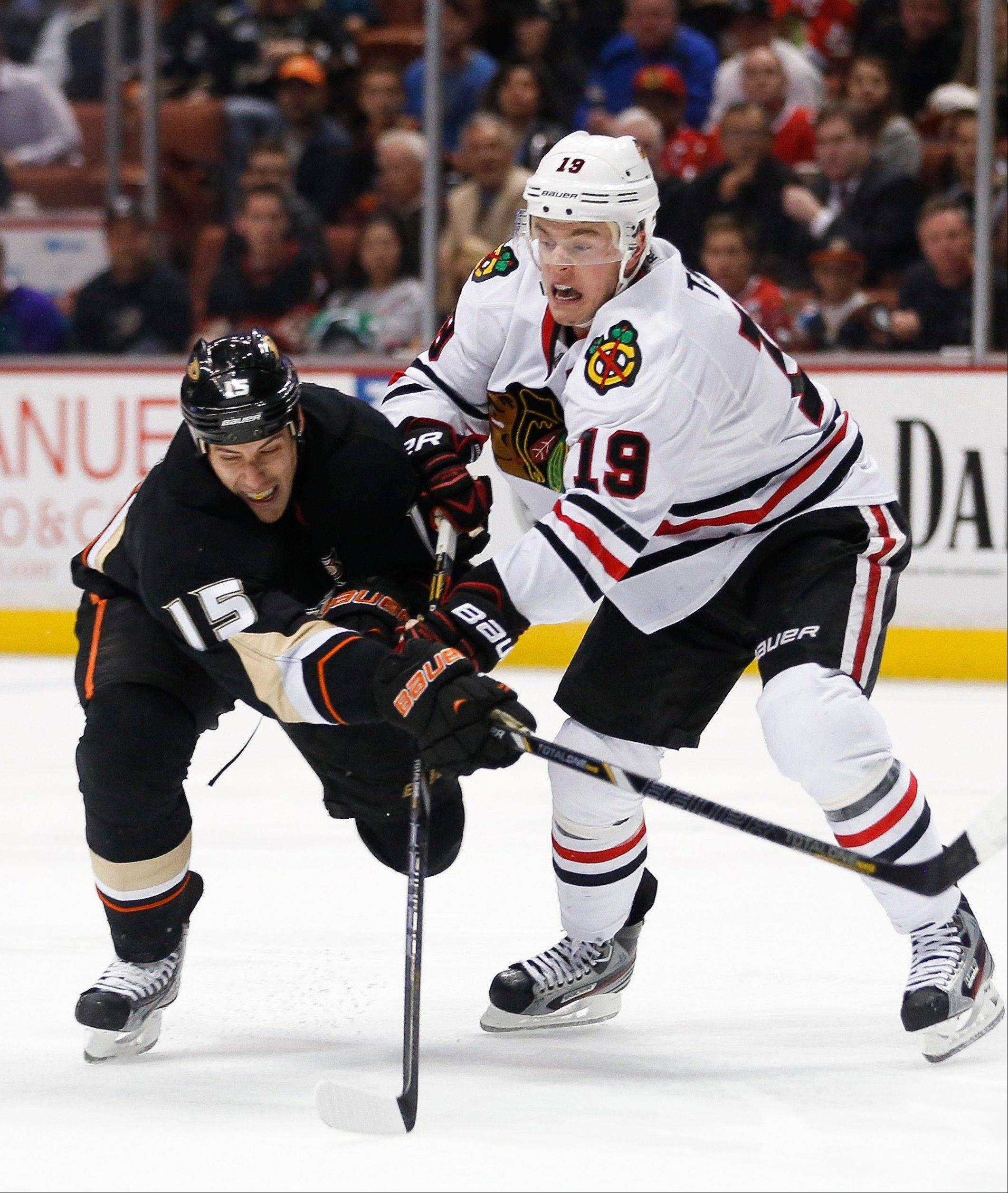 Anaheim Ducks' Ryan Getzlaf, left, and Chicago Blackhawks' Jonathan Toews vie for the puck during the second period .