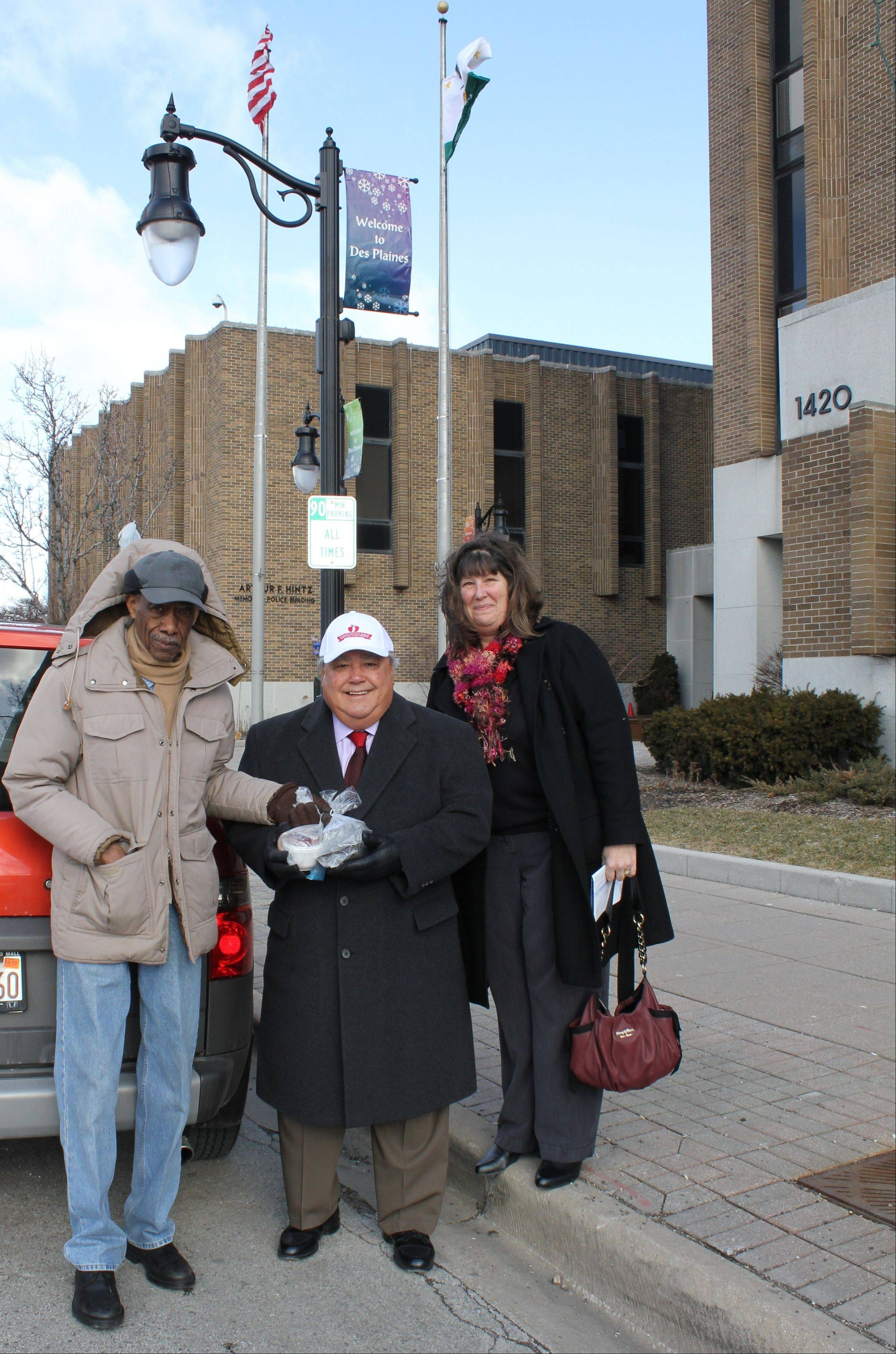 Des Plaines acting mayor lends a hand delivering Meals On Wheels
