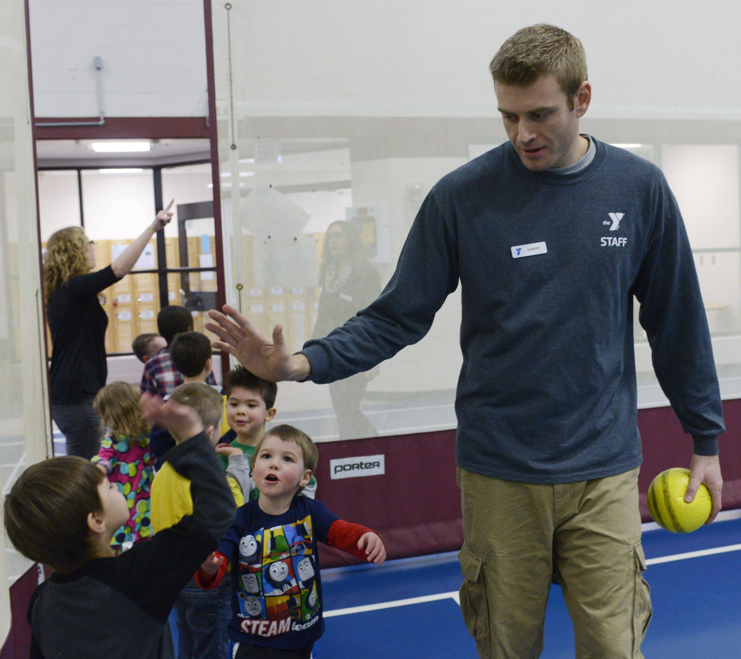"Darren Niedermeyer, youth sports coordinator at the Campanelli YMCA in Schaumburg, says goodbye to the children following a session of ""Sporties for Shorties."""