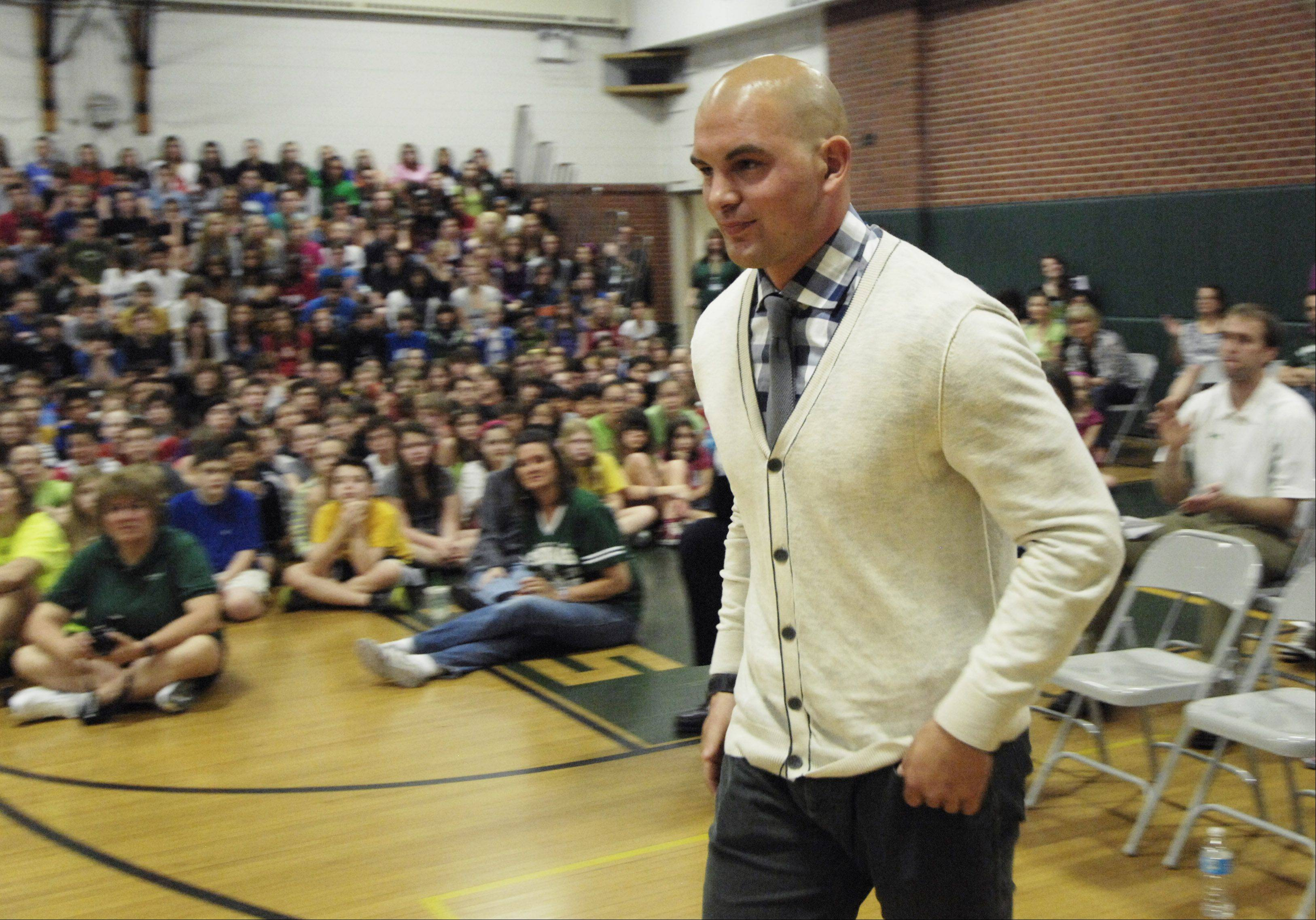NFL safety Tom Zbikowski, who was honored at Thomas Middle School in Arlington Heights Thursday for his athletic success, is coming home to play for the Bears next season.