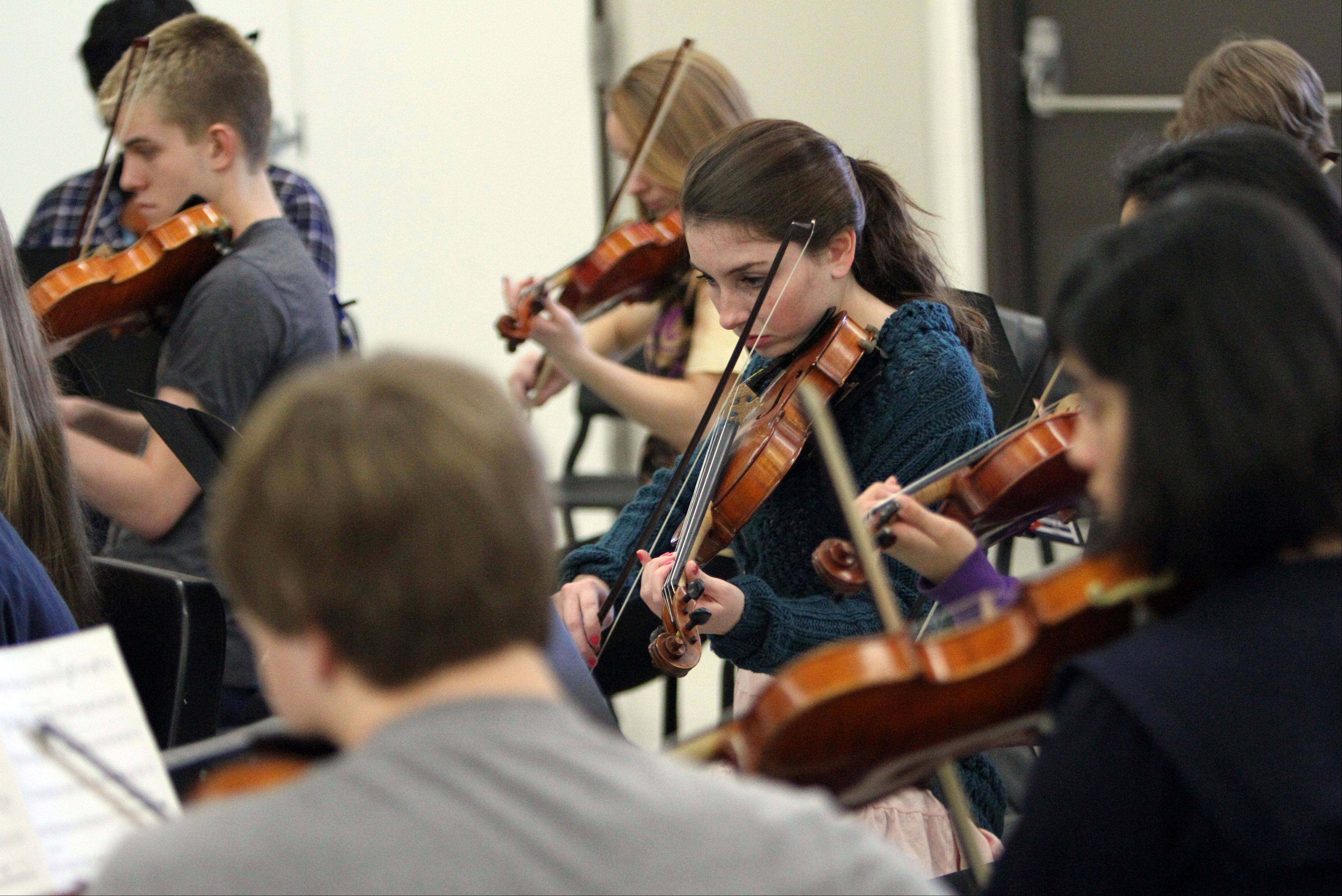 Libertyville High School orchestra members rehearse for their trip to Cuba. The students will spend spring break in the small Caribbean nation, which has been at political odds with the United States for decades.