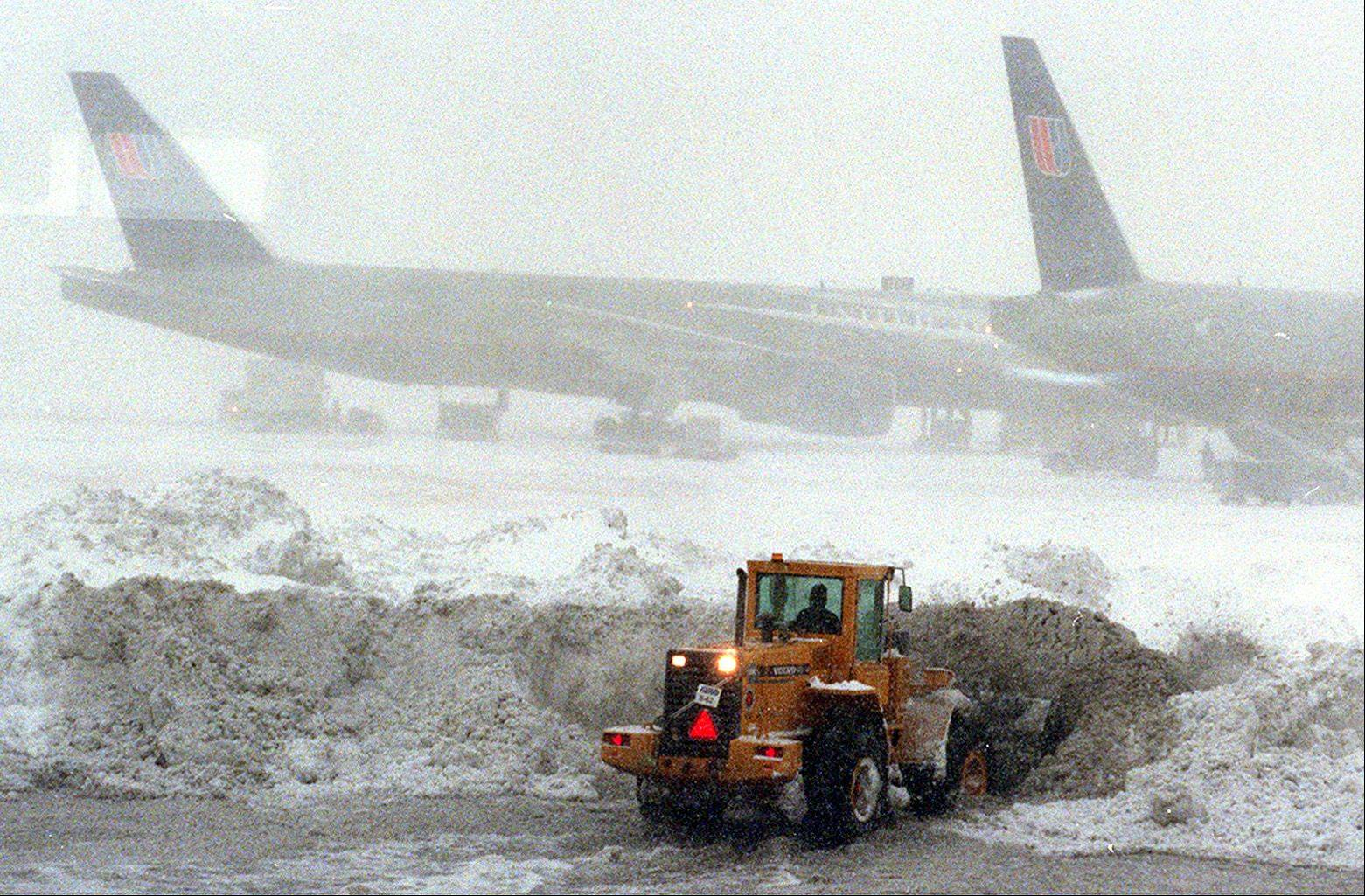 Crews try to clear the runways at O�Hare International Airport during the snowstorm of 1999.