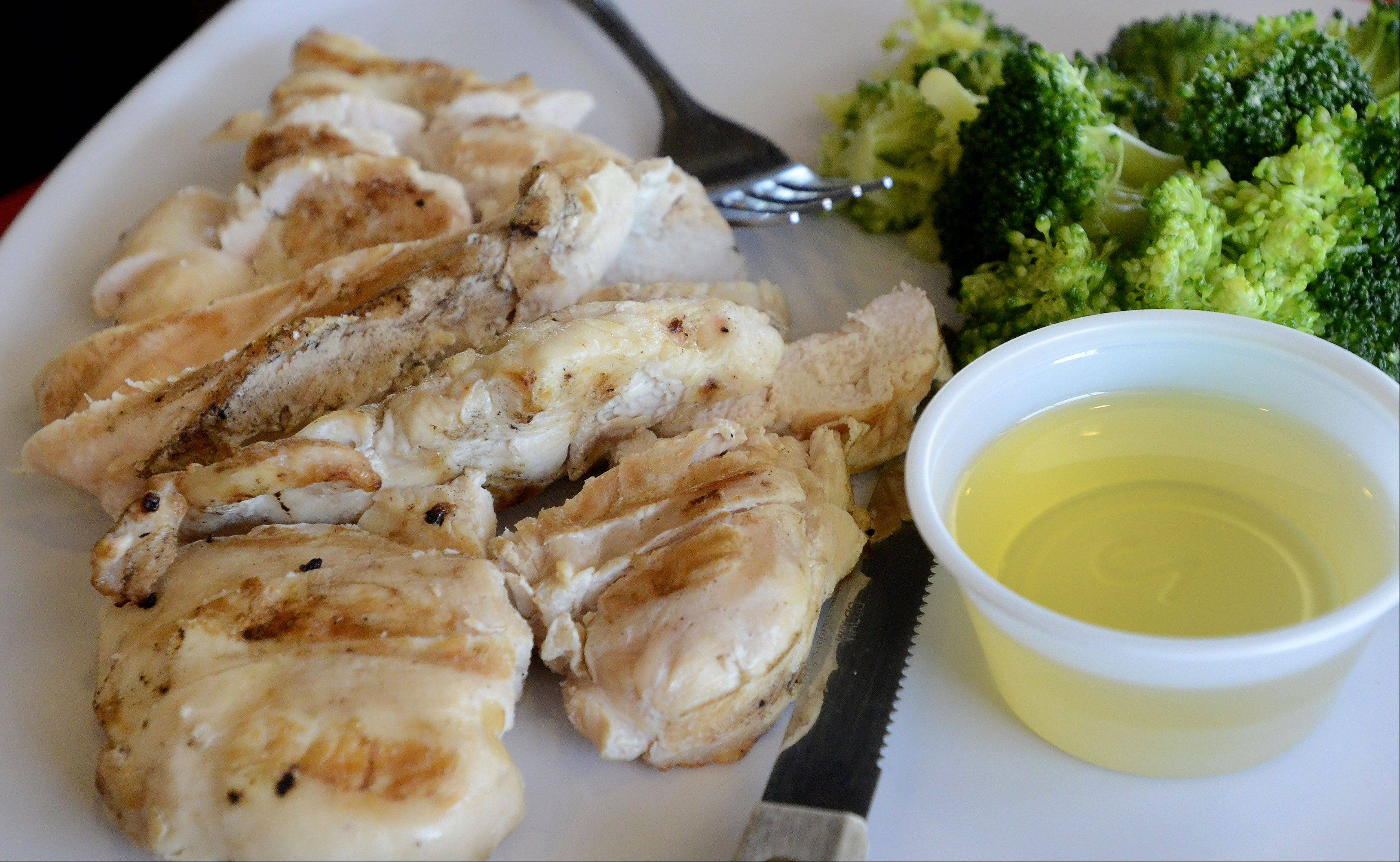 This is what I ended up ordering -- grilled chicken and steamed broccoli, with a side order of olive oil for the vegetables. That fulfills my macronutrient needs: protein, carbohydrate and fat.