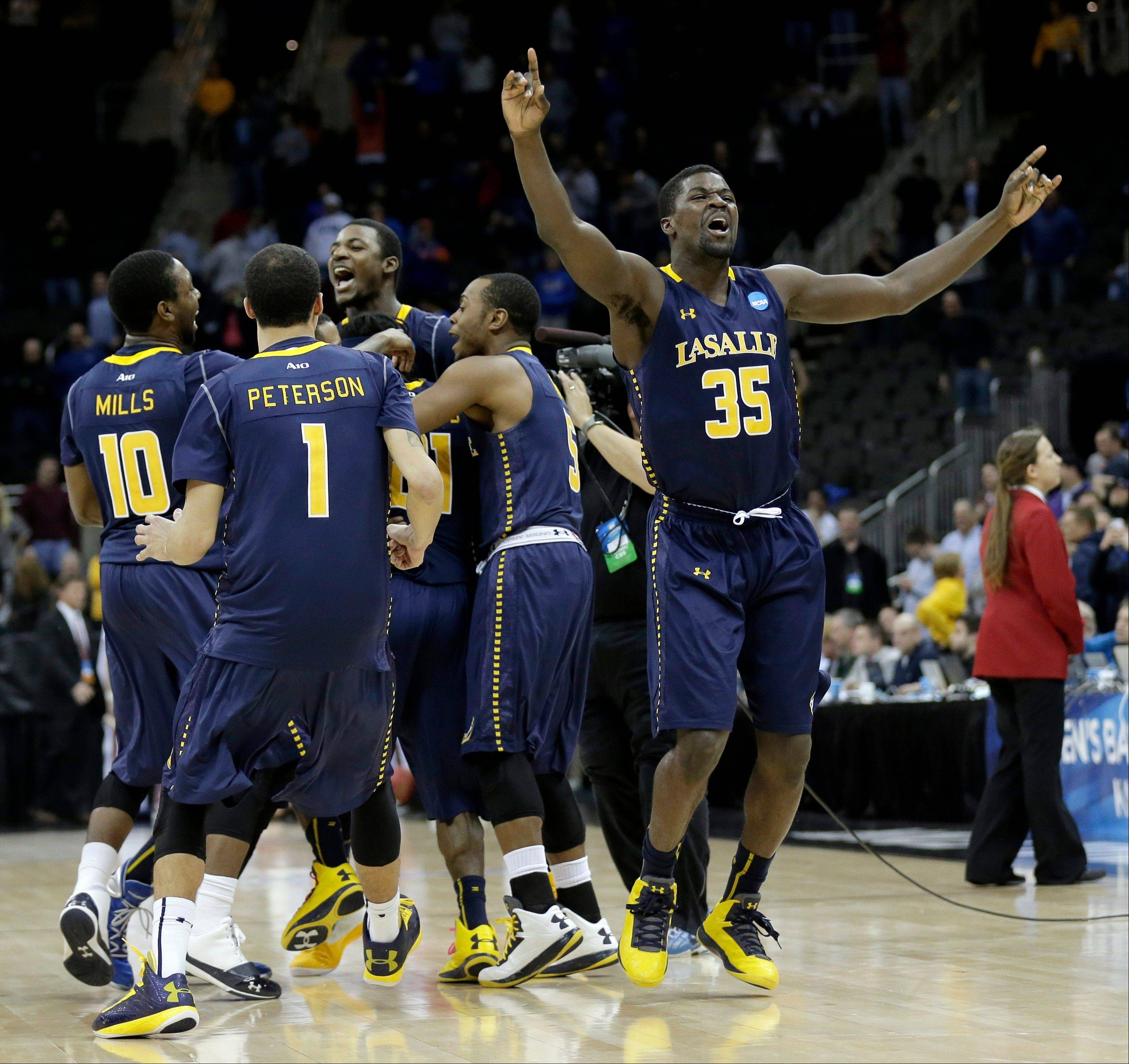 La Salle players celebrate Sunday after defeating Mississippi 76-74 in a third-round game of the NCAA tournament on in Kansas City, Mo.