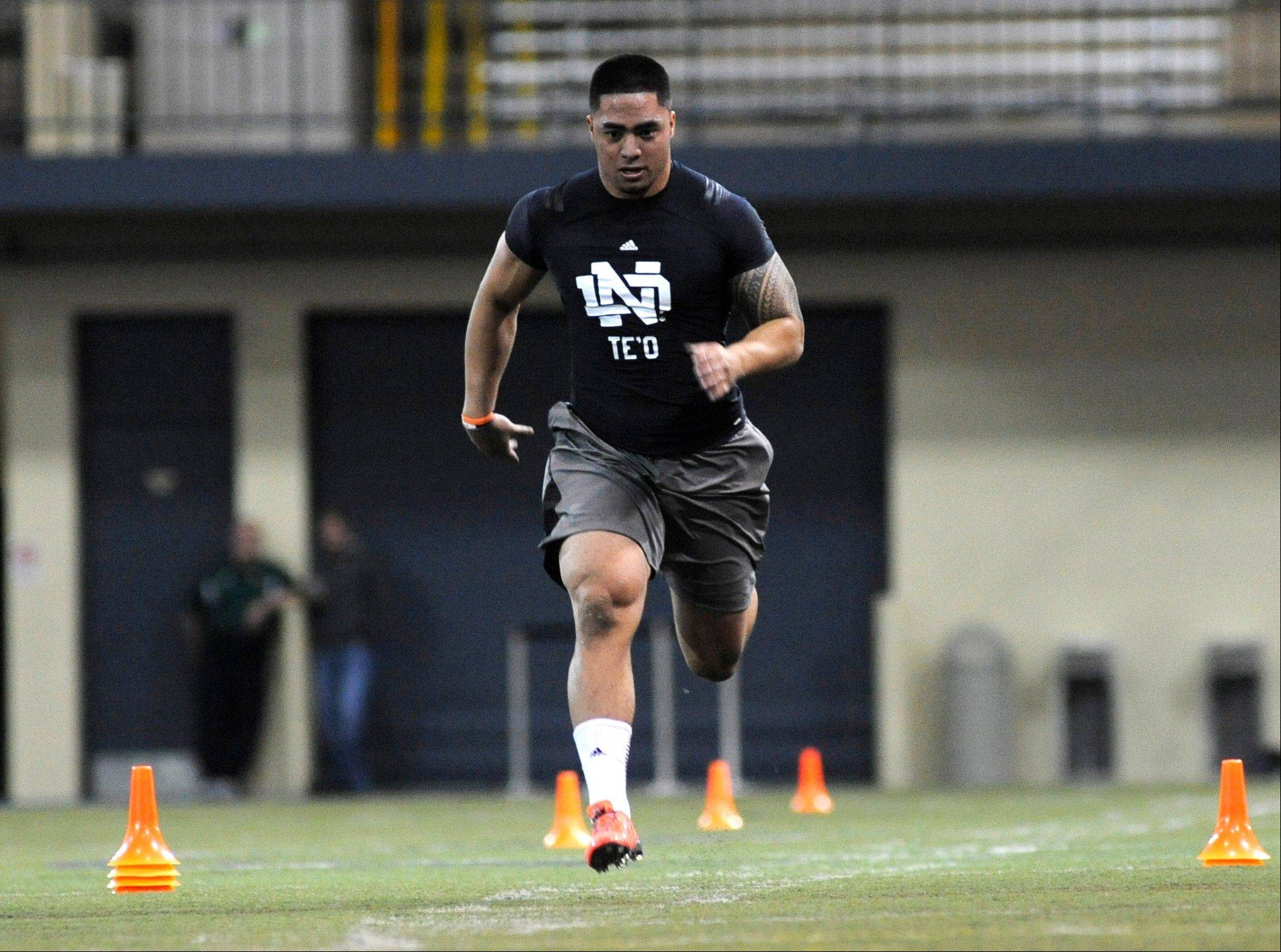 Linebacker Manti Te'o runs the 40-yard dash during Notre Dame's pro day for NFL scouts, Tuesday March 26, 2013 in South Bend, Ind. (AP Photo/Joe Raymond)