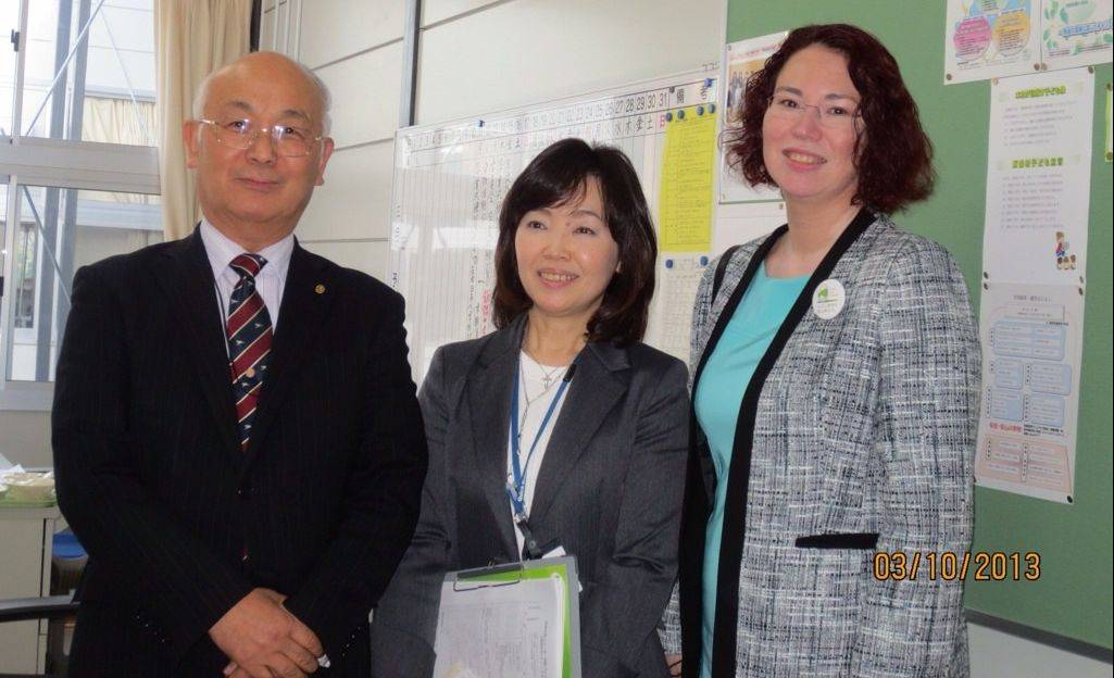 Marion Flaman, right, in the elementary school in Fukushima with, from left, School Board President Kaname Hirose and Usuishi Elementary School Principal Kyoko Futatsuya.