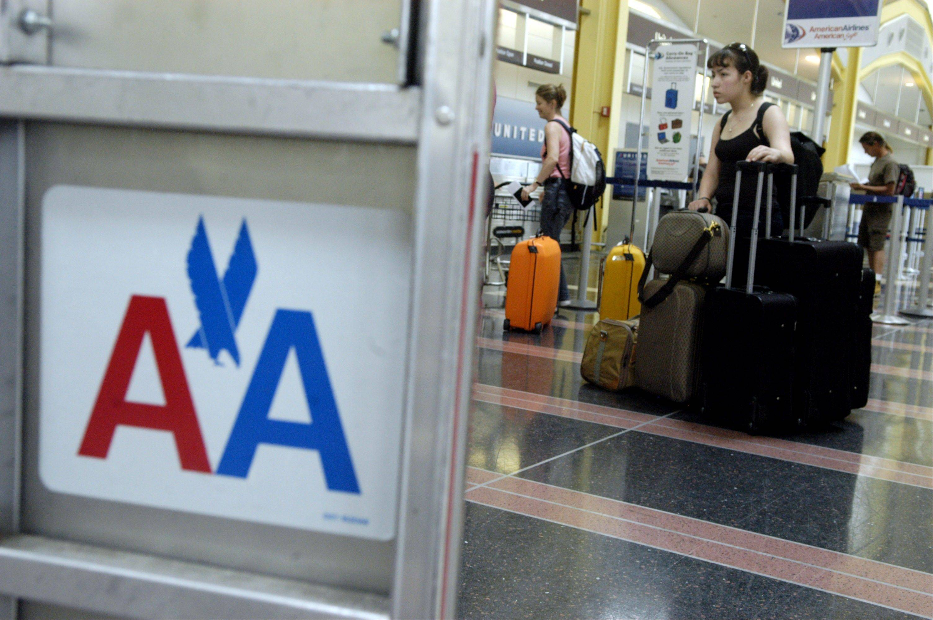 A federal bankruptcy judge signaled his support for the $11 billion merger of American Airlines and US Airways.