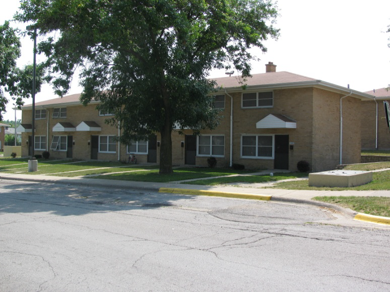 Marion Jones Townhome Building In North Chicago