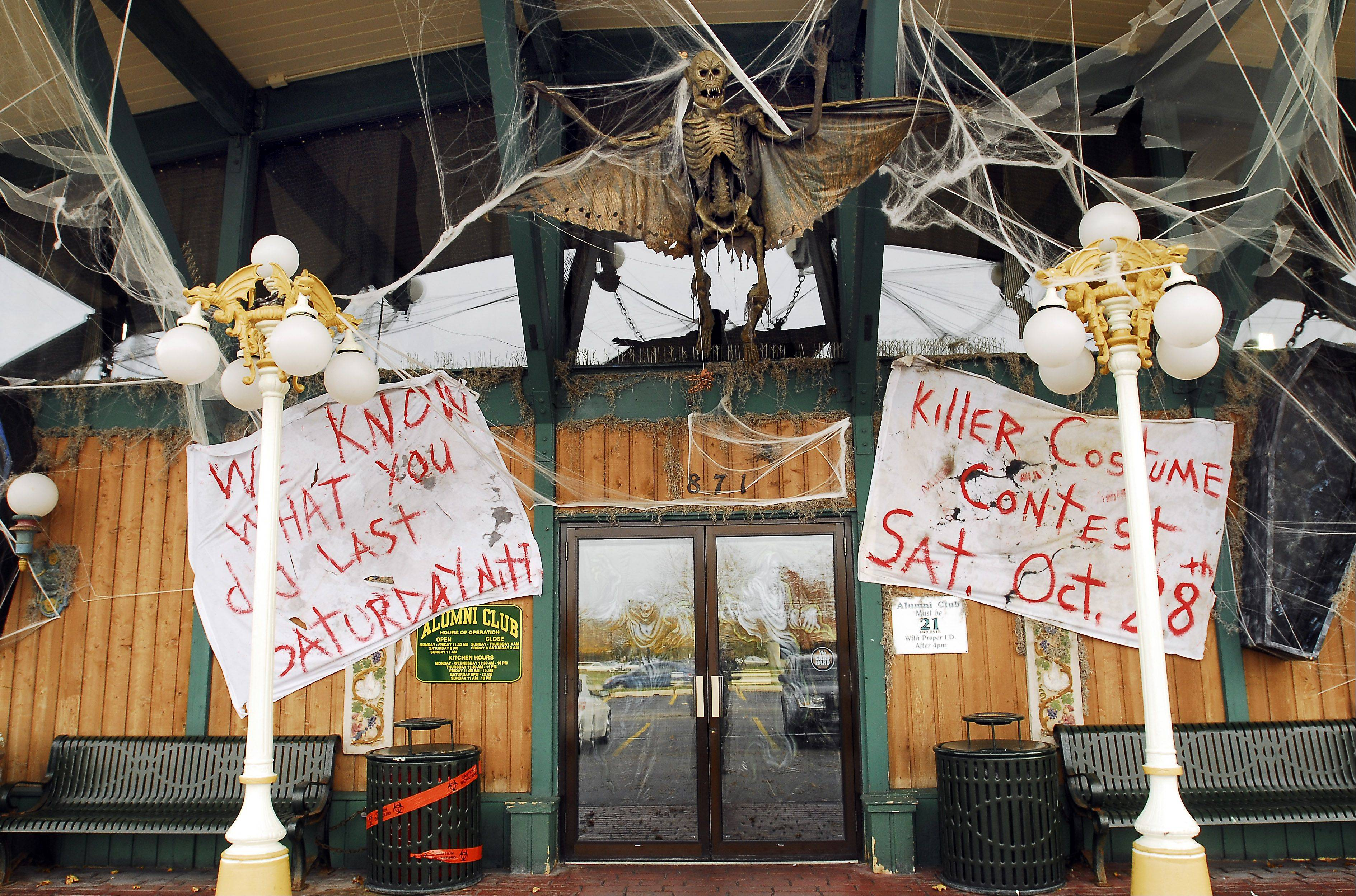 Schaumburg's Alumni Club was decorated for Halloween in 2006. The club closed in 2010, but a new version called Alumni Pub as planned for a location at 1712 Wise Road.