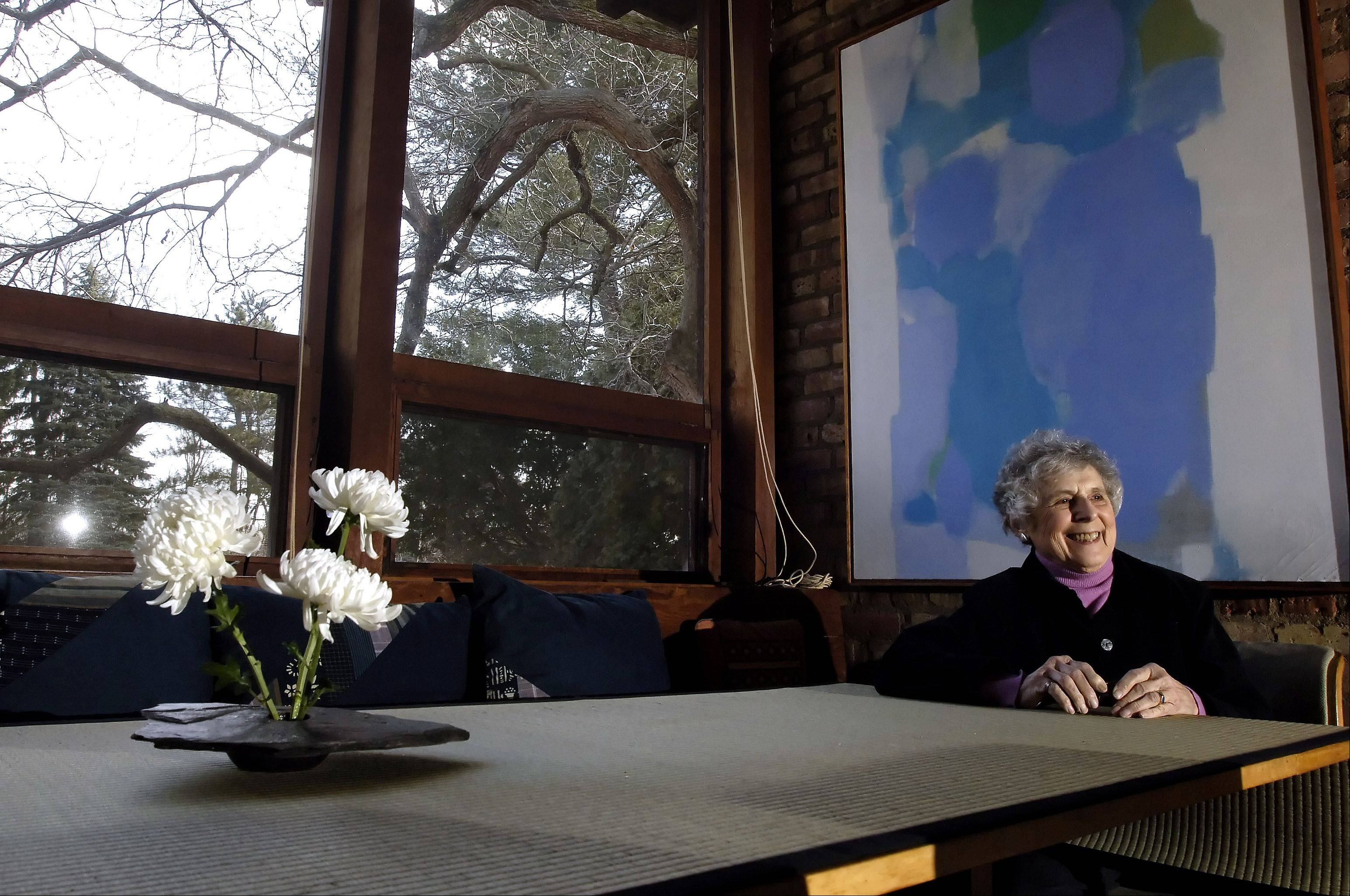 Martyl Langsdorf sits in the Robert Paul Schweikher-designed home in Schaumburg in 2006.