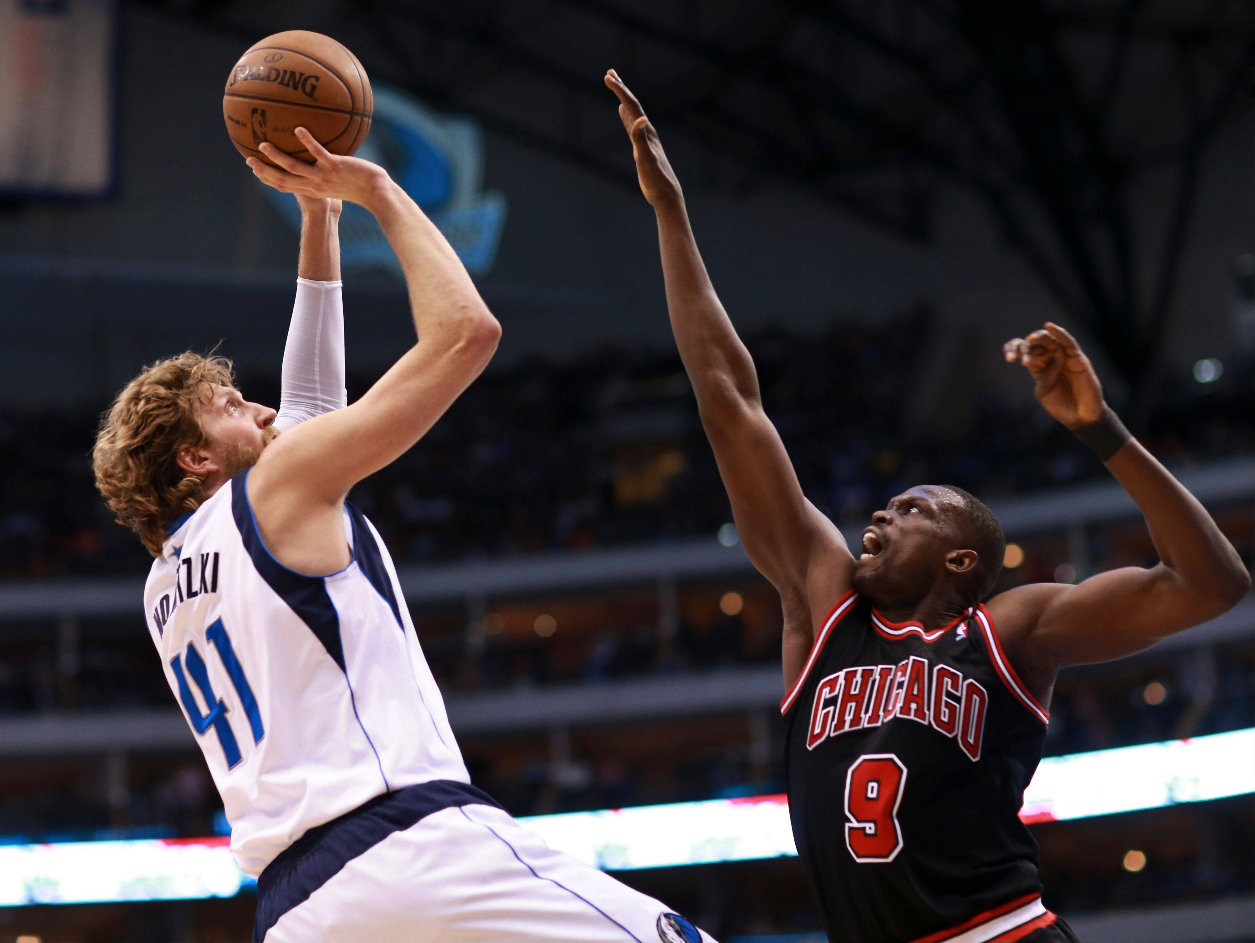 Dirk Nowitzki was virtually unstoppable Saturday, finishing with 35 points on 14-of-17-shooting. His 3-pointer with 2.9 seconds left lifted the host Mavericks to a 100-98 win over the Bulls.