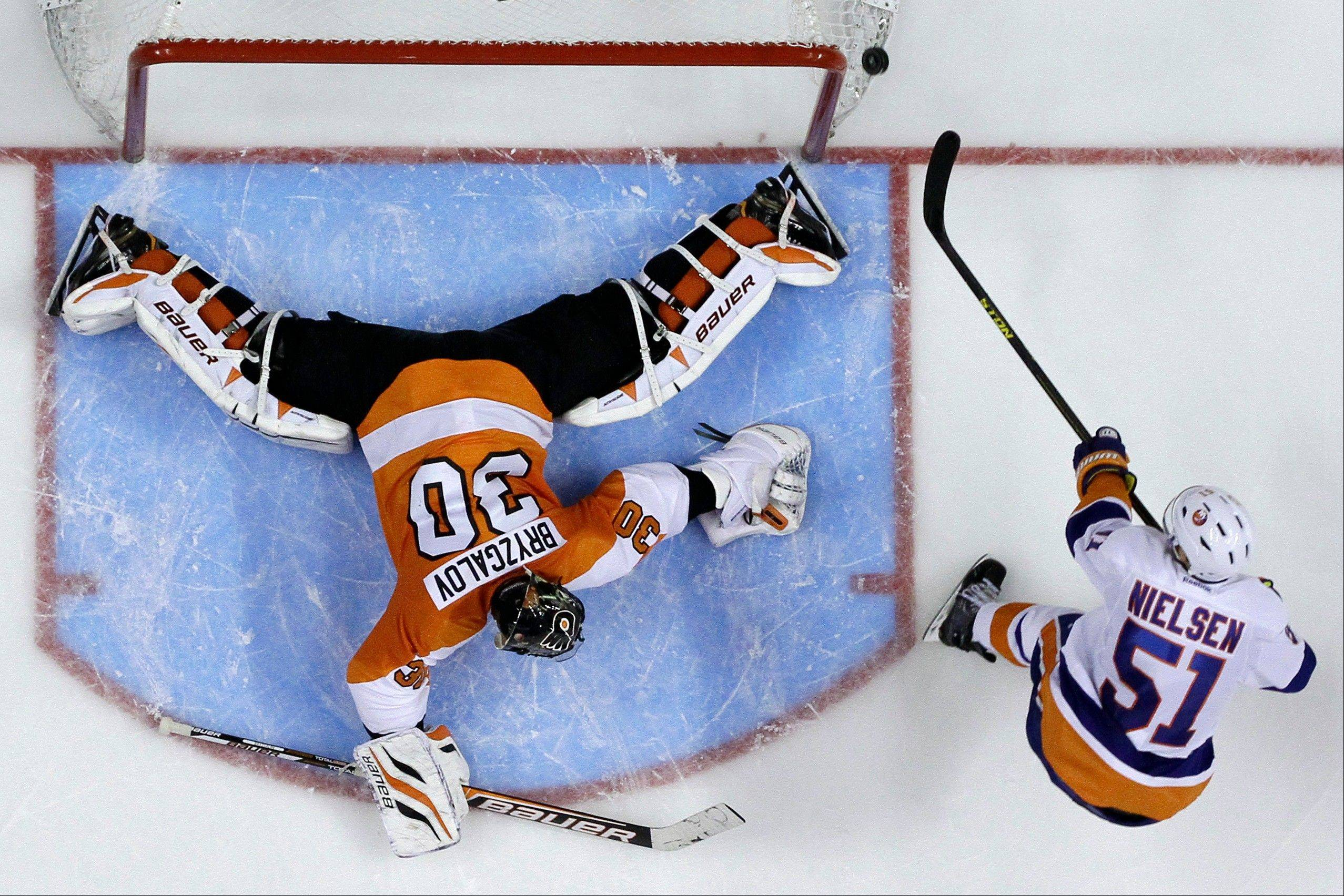 Philadelphia's Ilya Bryzgalov, left, of Russia, blocks a shot by New York Islanders' Frans Nielsen, of Denmark, during the shootout in an NHL hockey game, Thursday, March 28, 2013, in Philadelphia. According to a team source, the Blackhawks are trying to deal for Nielsen.