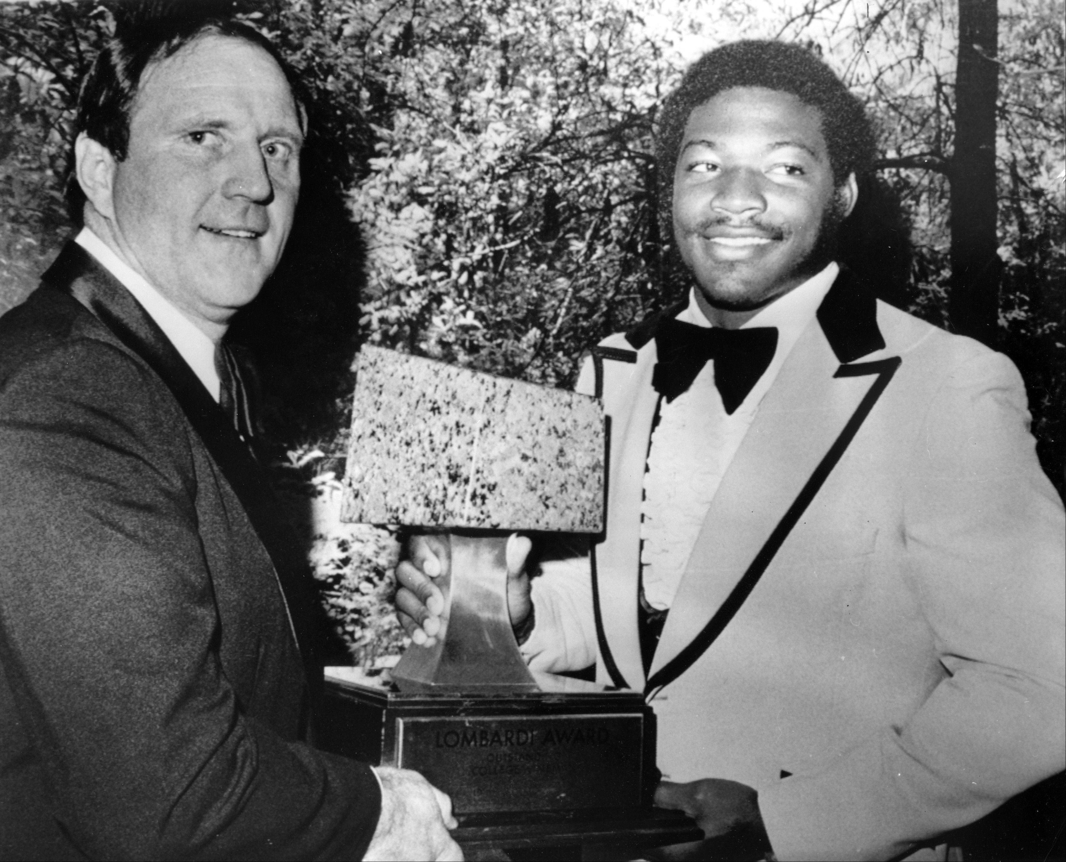 Jack Pardee, left, then coach of the Chicago Bears, presented the Vince Lombardi Award to Lee Roy Selmon of the University of Oklahoma in 1976.