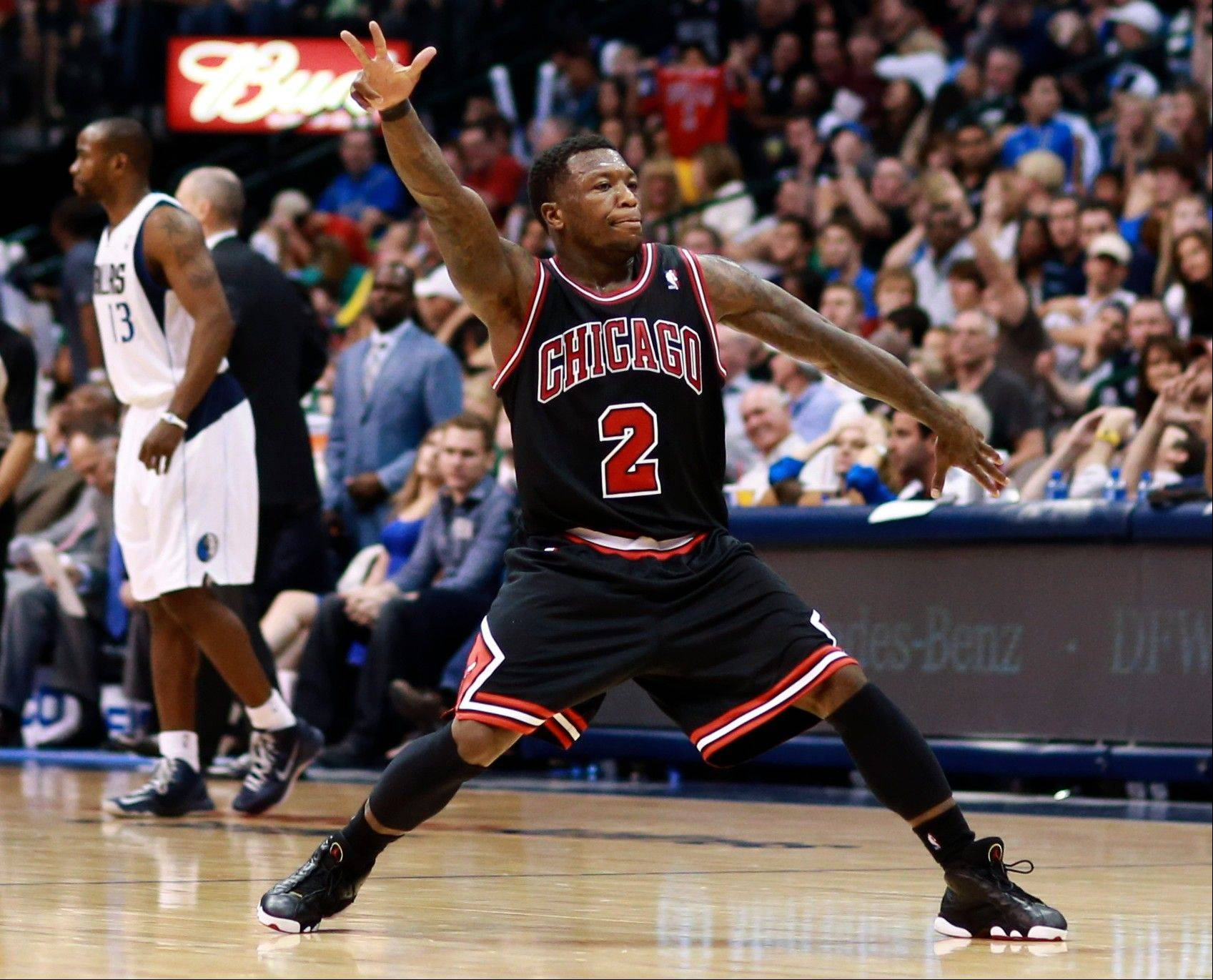 Bulls guard Nate Robinson celebrates after hitting a 3-pointer against the Dallas Mavericks during the second half Saturday.